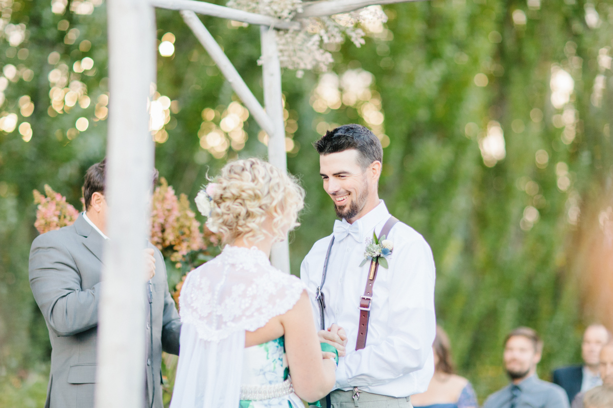 Stunning Fall Washington Wedding | PNW Wedding | Seattle Wedding Photographer Light and Airy | VSCO | Emma Rose Company Photography | Hydrangea Wedding Dress | Wedding Details | Non Traditional Wedding Gown-60.jpg
