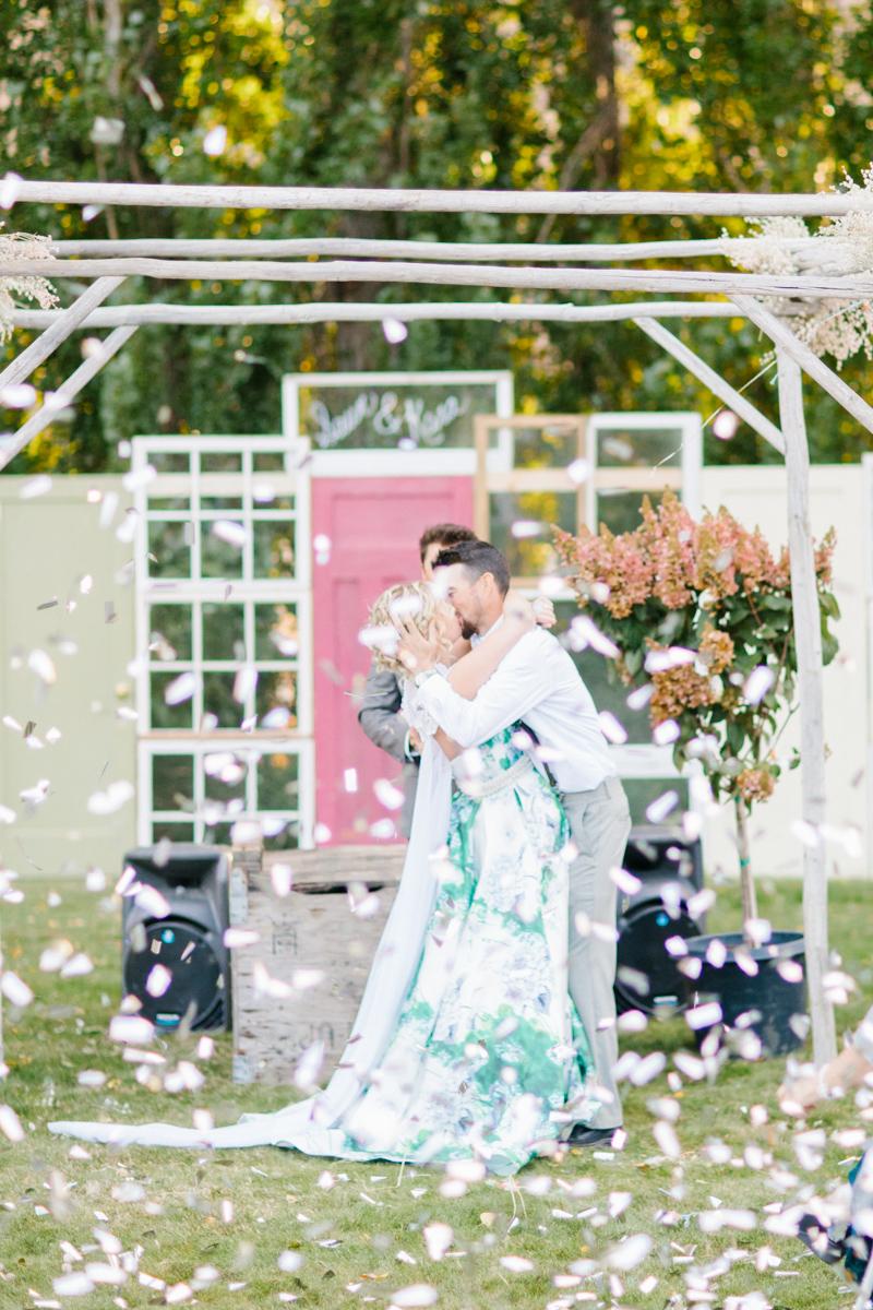 Stunning Fall Washington Wedding | PNW Wedding | Seattle Wedding Photographer Light and Airy | VSCO | Emma Rose Company Photography | Hydrangea Wedding Dress | Wedding Details | Non Traditional Wedding Gown-64.jpg