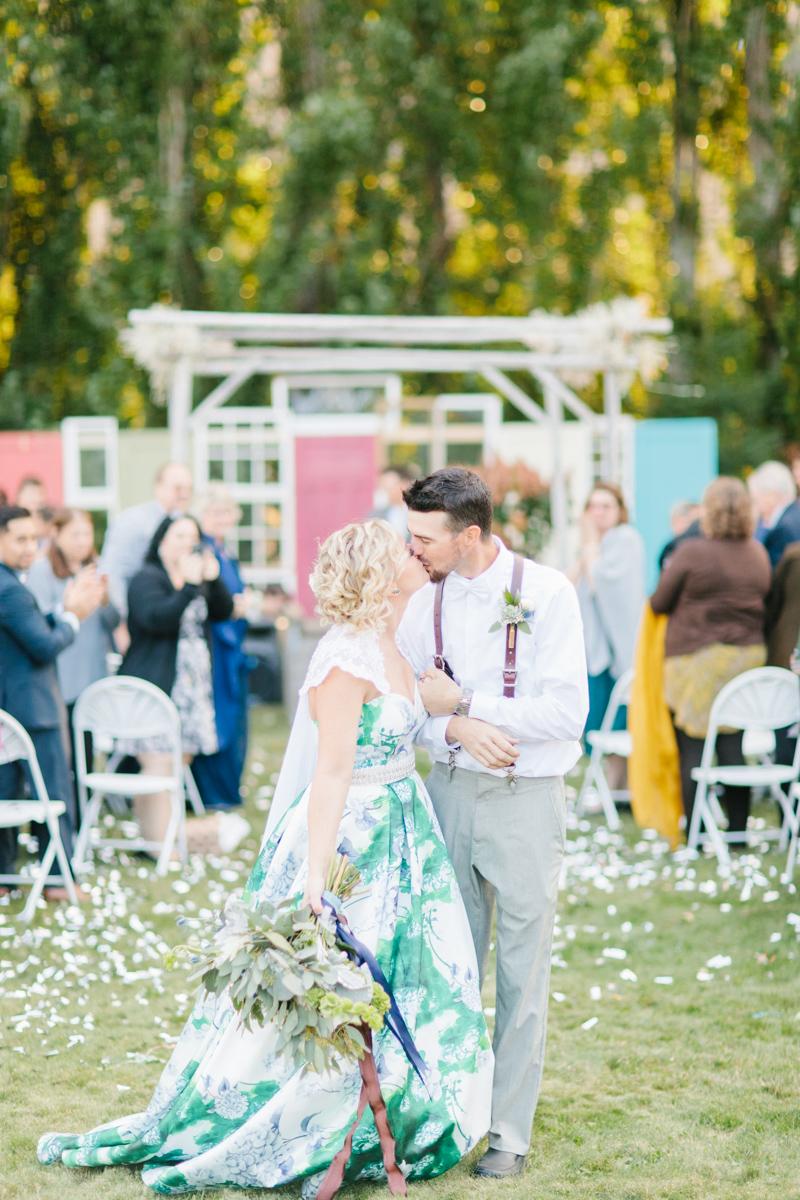 Stunning Fall Washington Wedding | PNW Wedding | Seattle Wedding Photographer Light and Airy | VSCO | Emma Rose Company Photography | Hydrangea Wedding Dress | Wedding Details | Non Traditional Wedding Gown-65.jpg