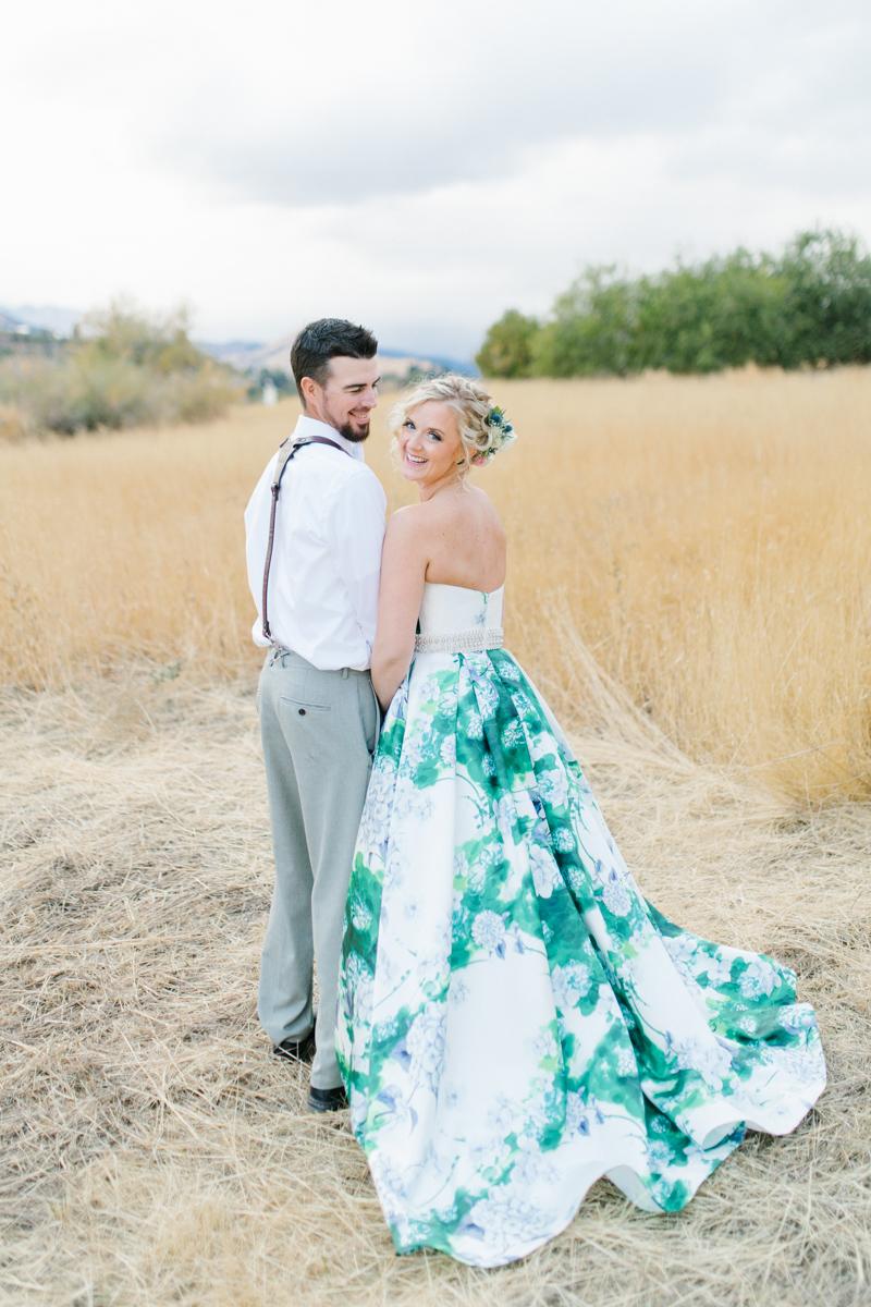 Stunning Fall Washington Wedding | PNW Wedding | Seattle Wedding Photographer Light and Airy | VSCO | Emma Rose Company Photography | Hydrangea Wedding Dress | Wedding Details | Non Traditional Wedding Gown-71.jpg