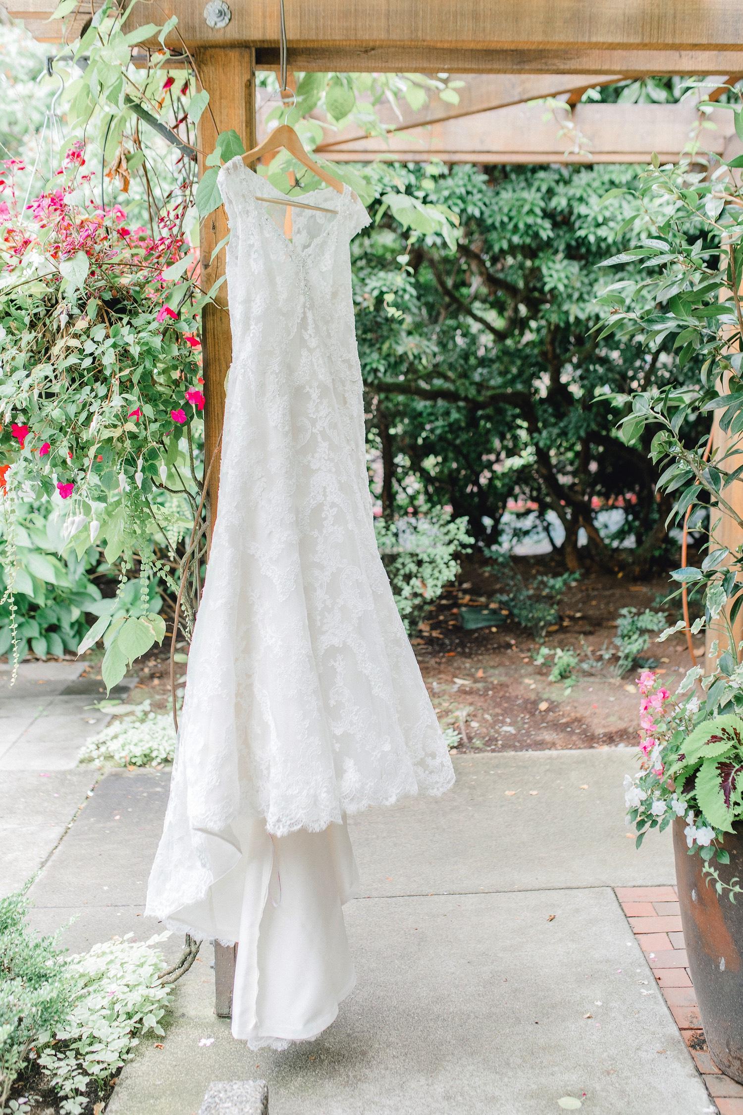 0000000000005_emmarosecompany_katiematt-2754_Photographer_PNW_House_Robinswood_Emma_Light_Company_Airy_Rose_and_Wedding_Seattle.jpg