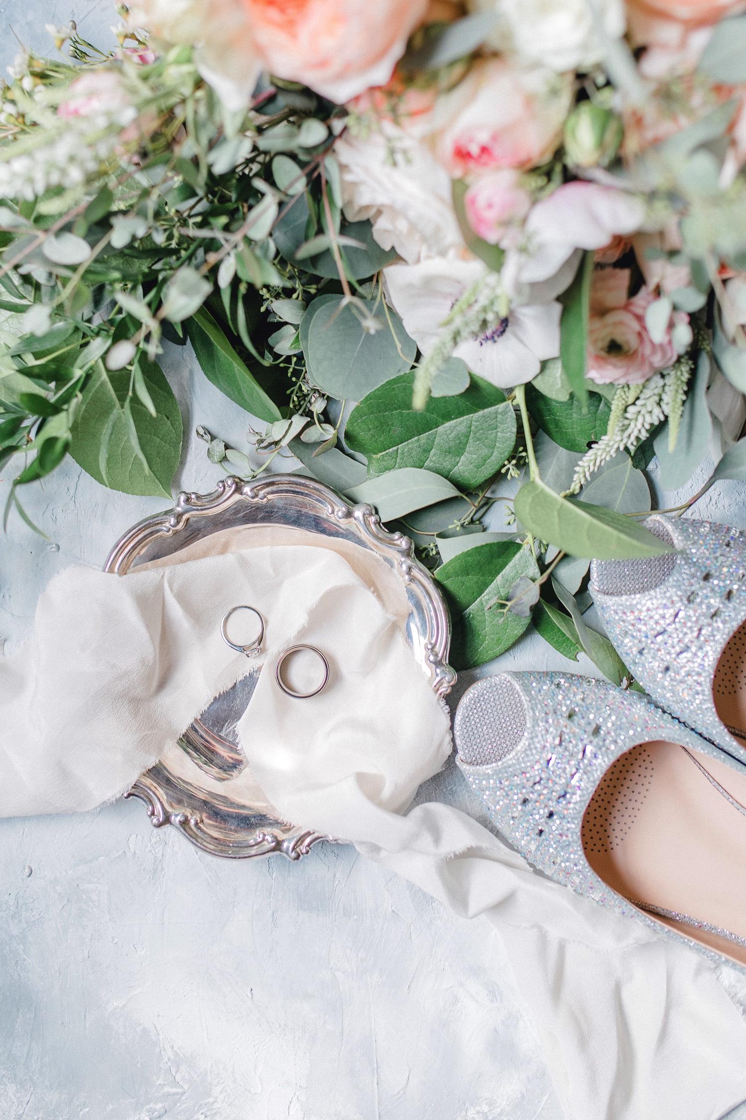 0000000000007_emmarosecompany_katiematt-2728_Photographer_PNW_House_Robinswood_Emma_Light_Company_Airy_Rose_and_Wedding_Seattle.jpg