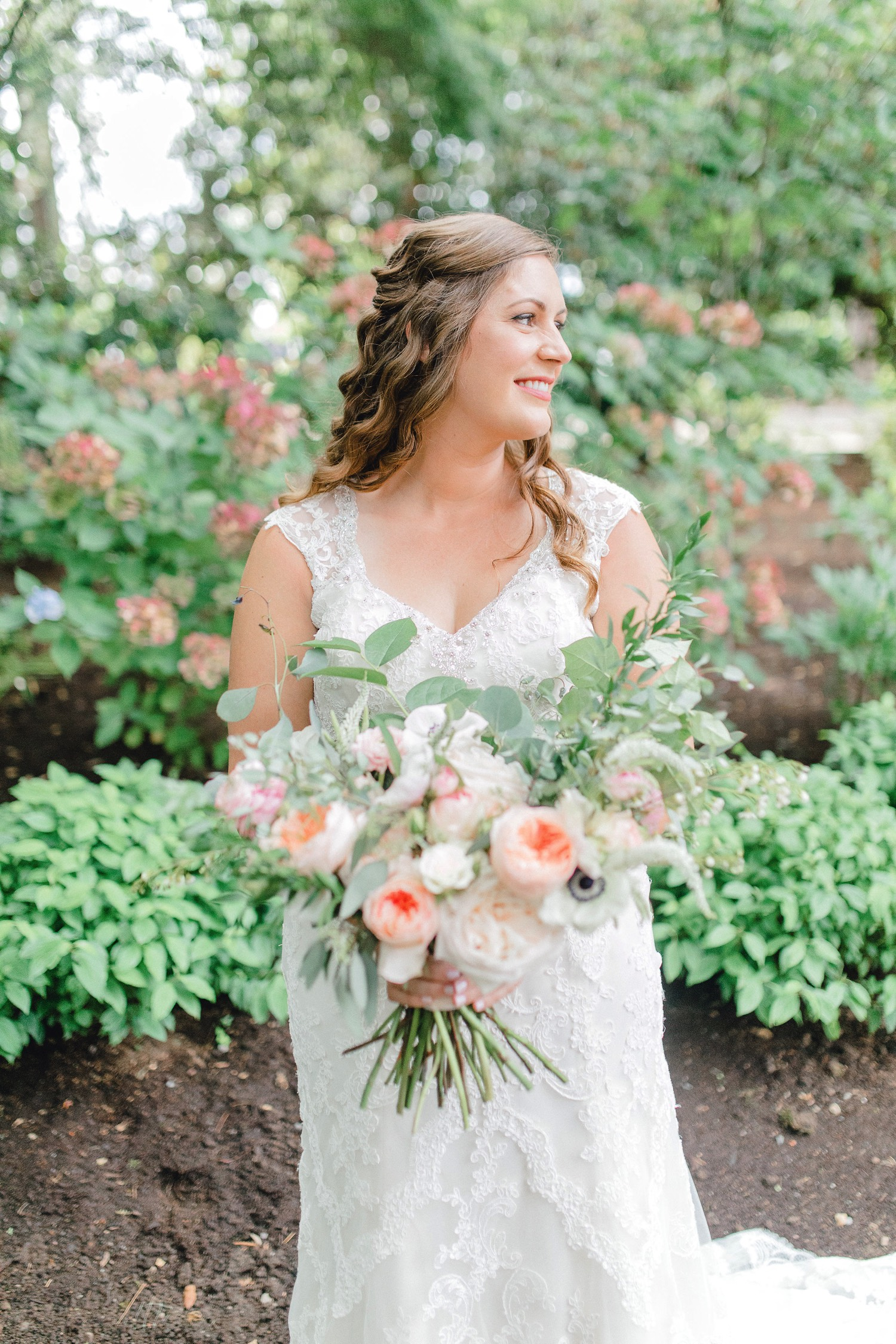 0000000000032_emmarosecompany_katiematt-3117_Photographer_PNW_House_Robinswood_Emma_Light_Company_Airy_Rose_and_Wedding_Seattle.jpg