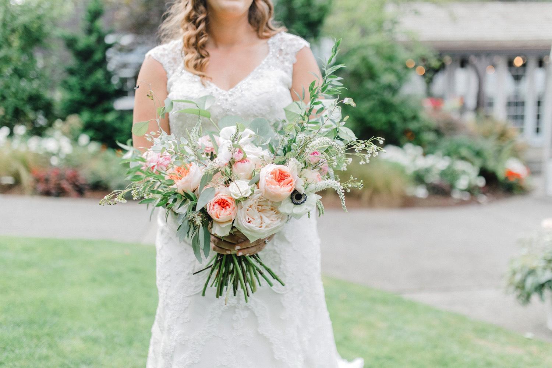 0000000000044_emmarosecompany_katiematt-3160_Photographer_PNW_House_Robinswood_Emma_Light_Company_Airy_Rose_and_Wedding_Seattle.jpg
