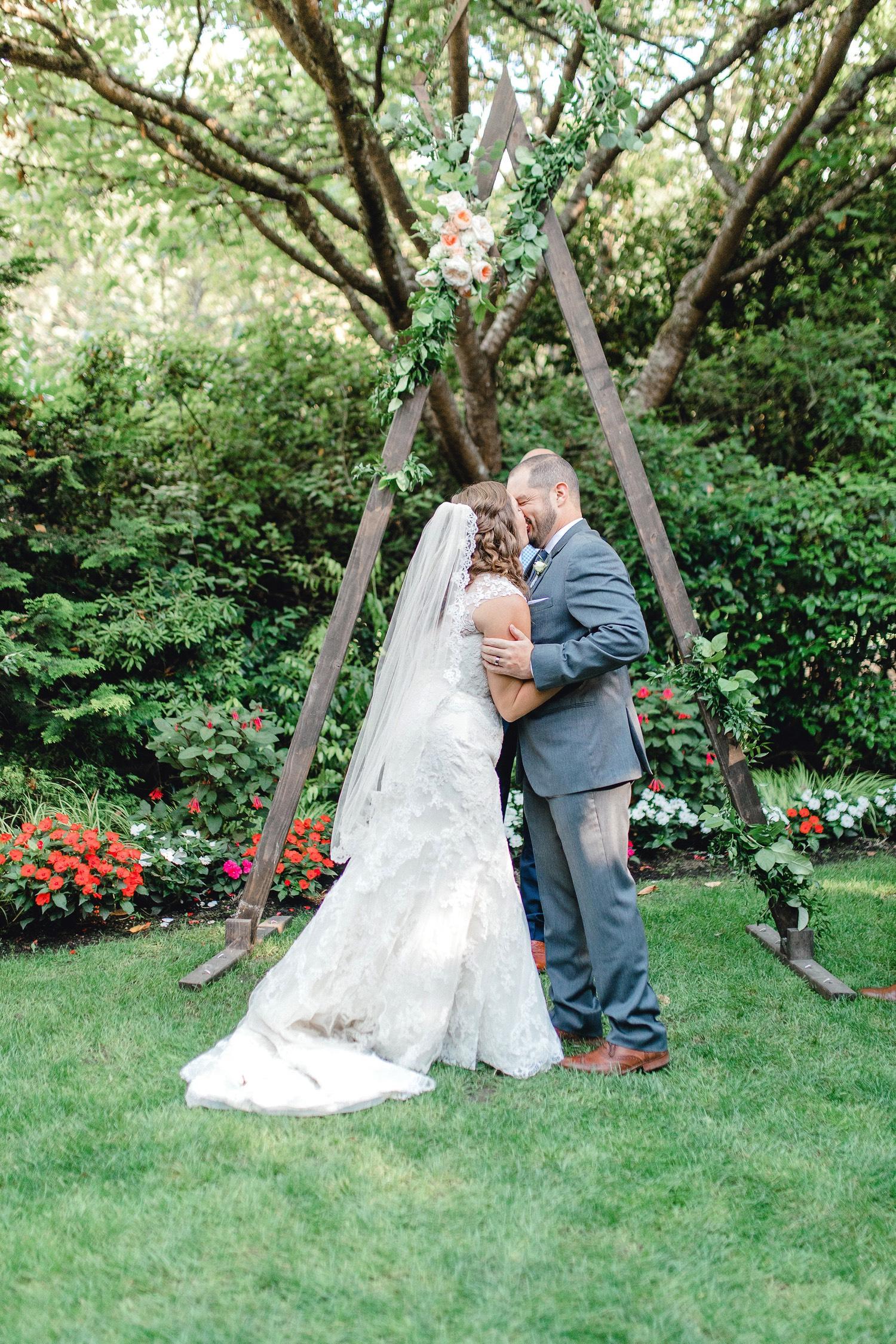 0000000000056_emmarosecompany_katiematt-3412_Photographer_PNW_House_Robinswood_Emma_Light_Company_Airy_Rose_and_Wedding_Seattle.jpg