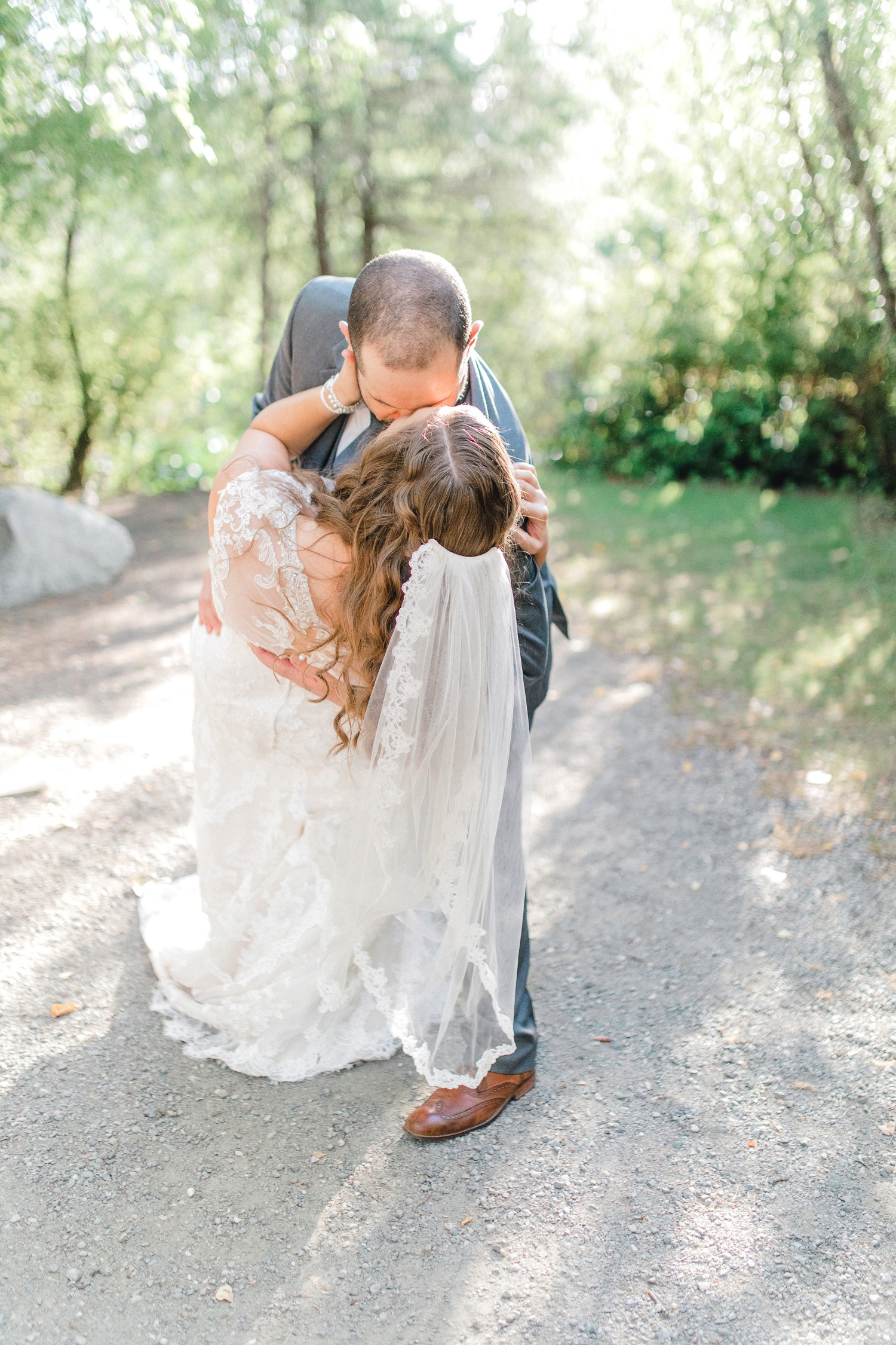 0000000000085_emmarosecompany_katiematt-4131_Photographer_PNW_House_Robinswood_Emma_Light_Company_Airy_Rose_and_Wedding_Seattle.jpg