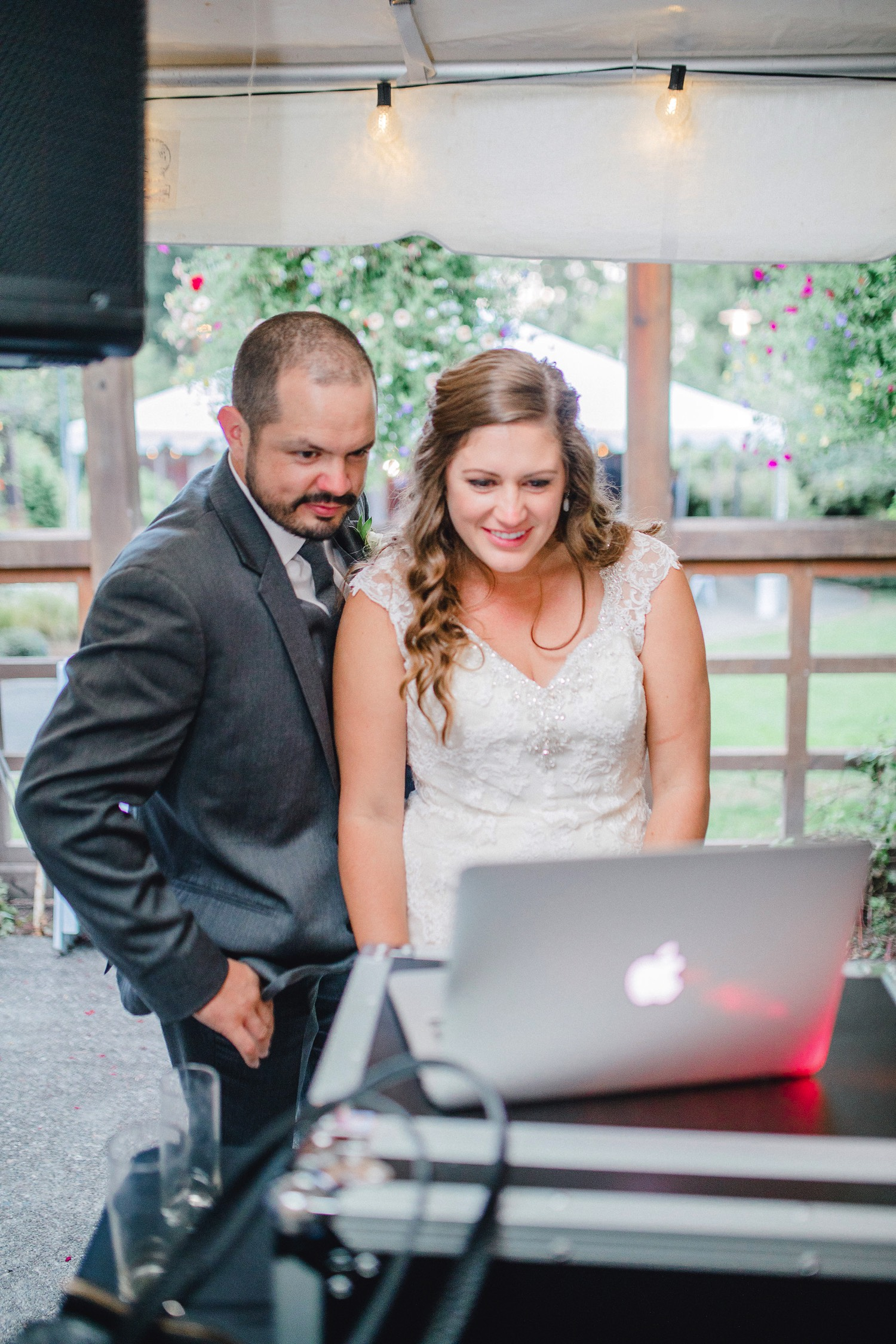 0000000000102_emmarosecompany_katiematt-4541_Photographer_PNW_House_Robinswood_Emma_Light_Company_Airy_Rose_and_Wedding_Seattle.jpg