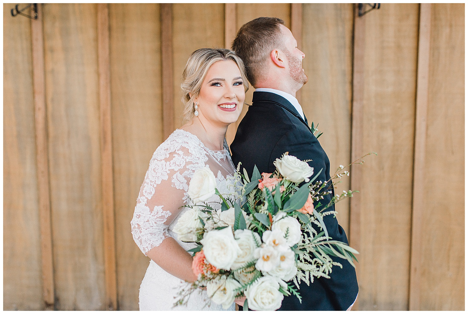 ERC-7059_A beautiful winter wedding in Snohomish, Washington at Thomas Family Farm was simply perfect.  This rustic and modern styled wedding was dripping with romance and photographed by Emma Rose Company, a pacific northwest wedding photographer..jpg
