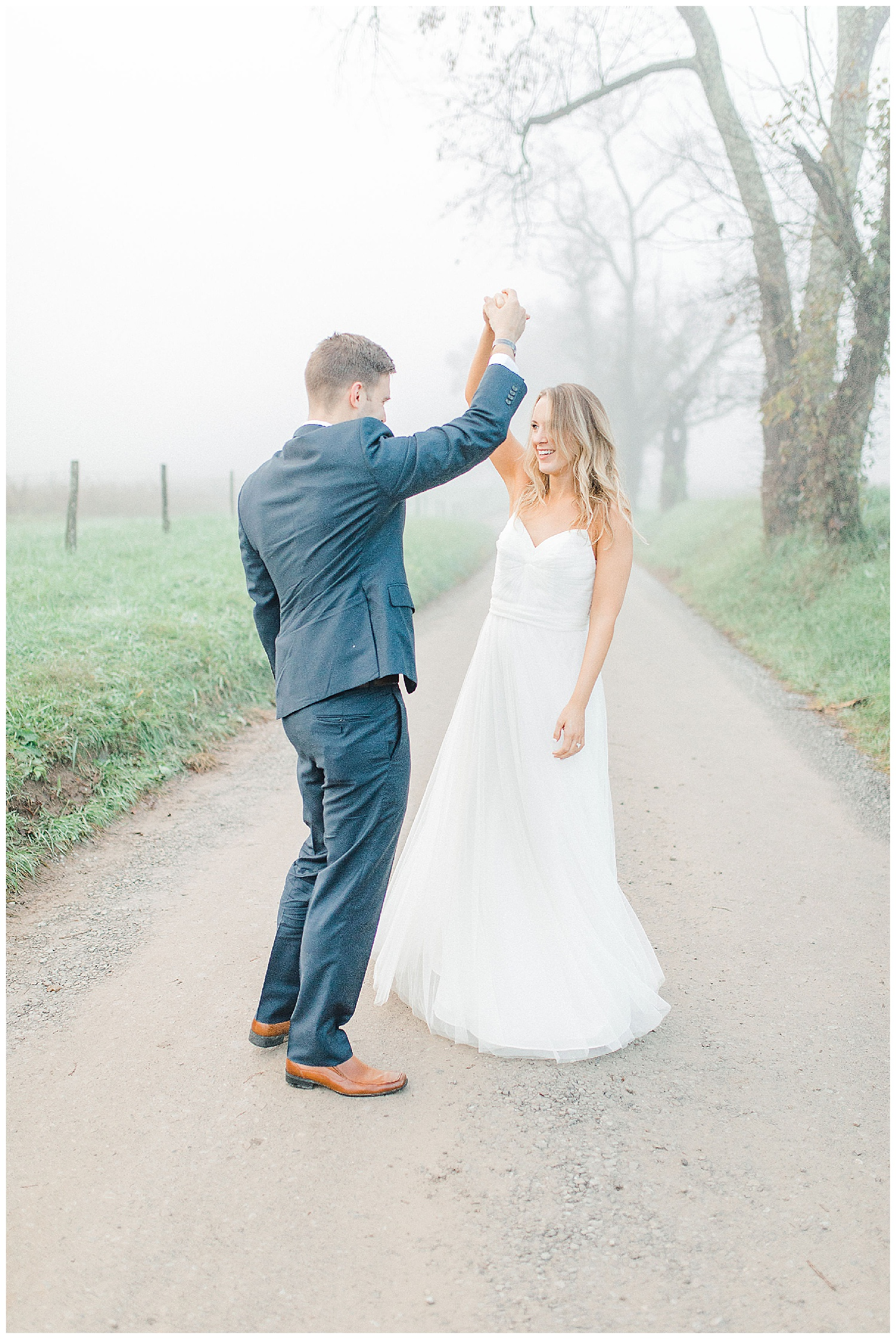 Emma Rose Company recently got to travel all the way to Nashville to photograph the most beautiful post-wedding bride and groom portraits in the Great Smoky Mountains with a gorgeous couple! Nashville wedding inspiration at it's finest._0002.jpg