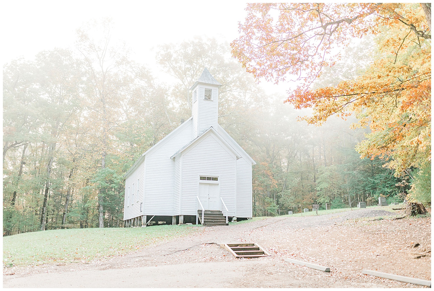 Emma Rose Company recently got to travel all the way to Nashville to photograph the most beautiful post-wedding bride and groom portraits in the Great Smoky Mountains with a gorgeous couple! Nashville wedding inspiration at it's finest._0023.jpg