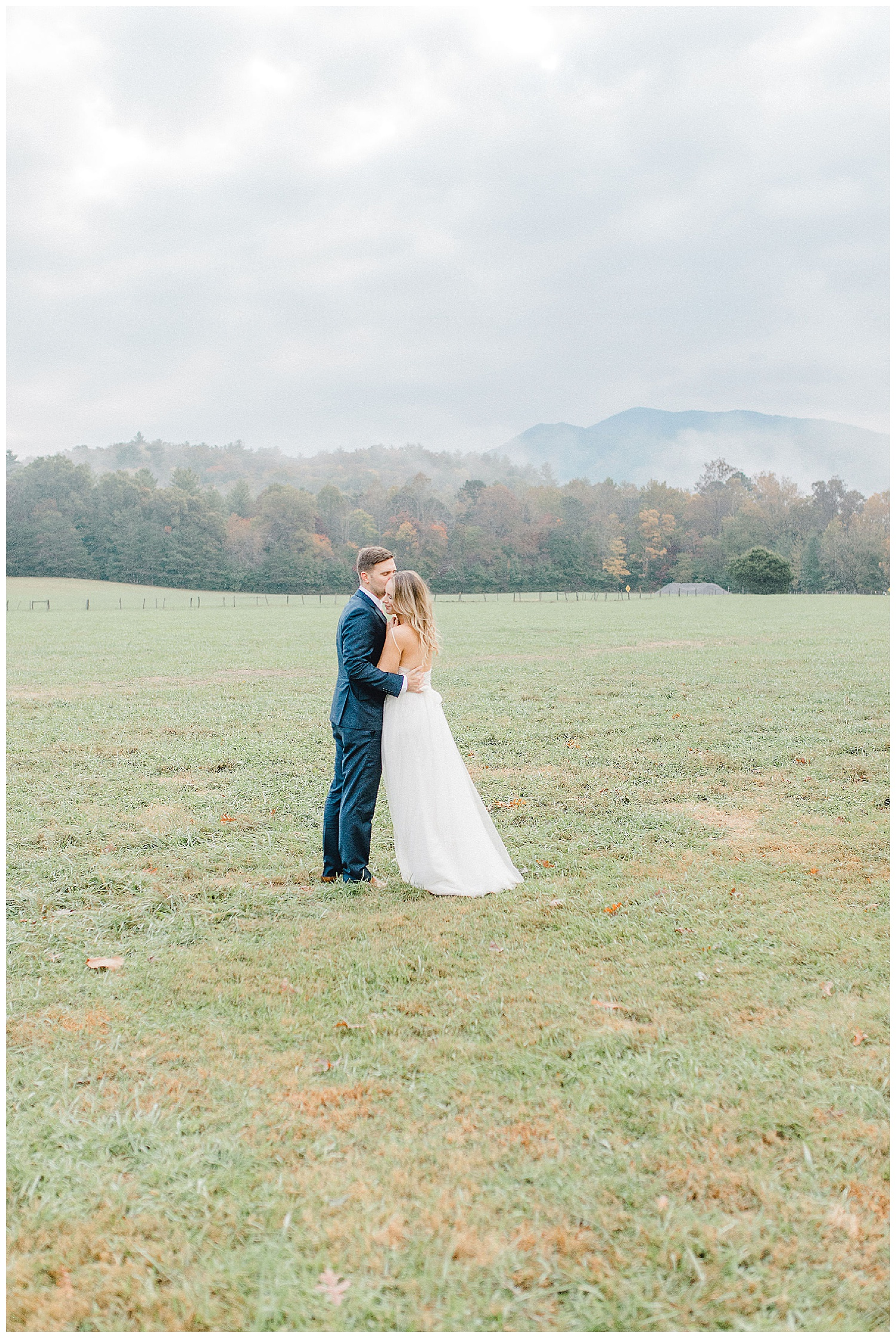 Emma Rose Company recently got to travel all the way to Nashville to photograph the most beautiful post-wedding bride and groom portraits in the Great Smoky Mountains with a gorgeous couple! Nashville wedding inspiration at it's finest._0025.jpg