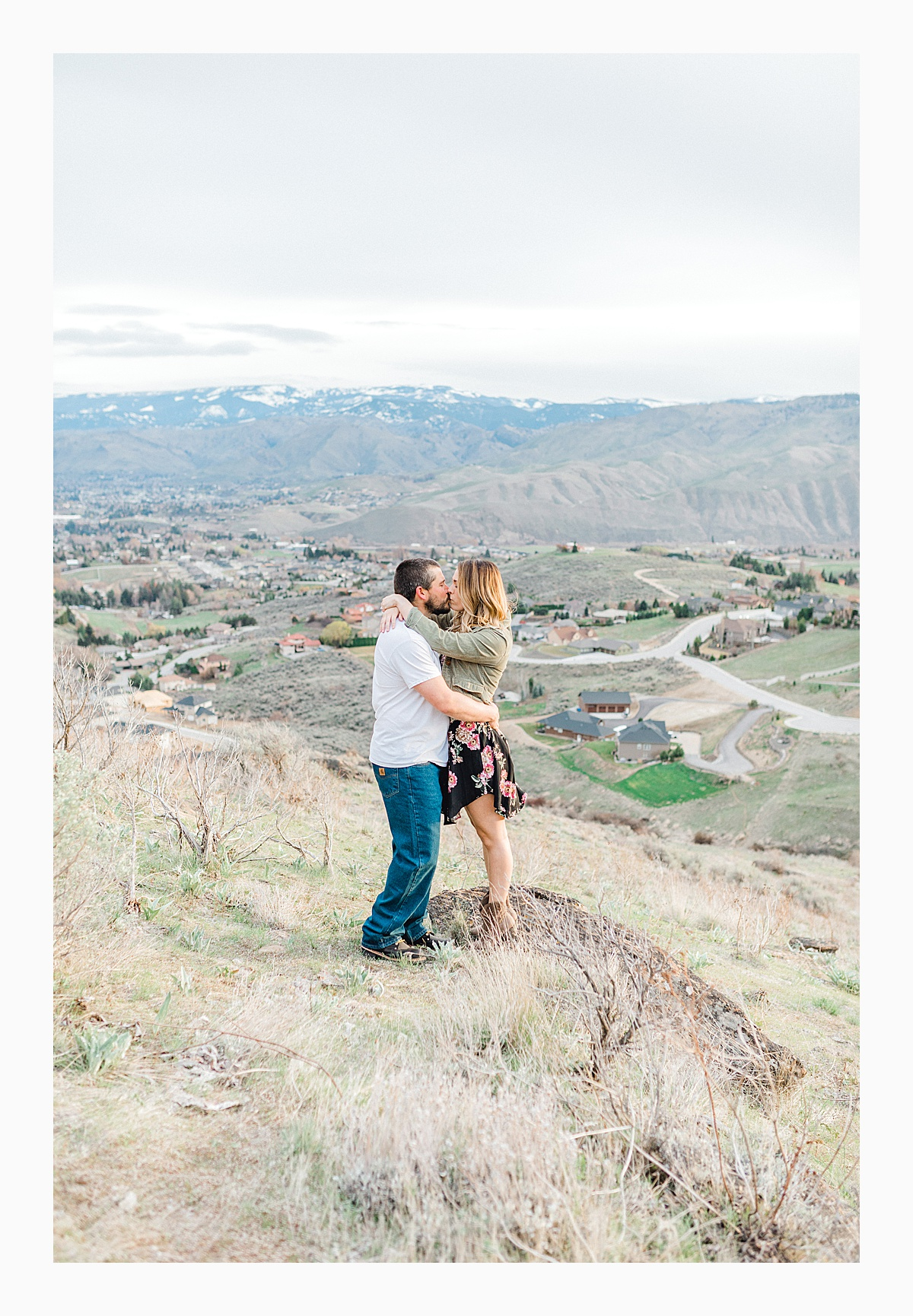Pacific Northwest Engagement Session in the Sagebrush with Emma Rose Company who is a light and airy wedding photographer based in Seattle, Washington_0035.jpg