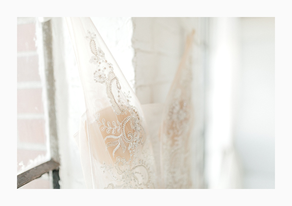The Bemis Building in downtown Seattle is one of my favorite places to use for photo shoots!  This styled bridal shoot with touches of peach and white was dreamy.  #emmarosecompany #kindredpresets #seattlebride_0011.jpg
