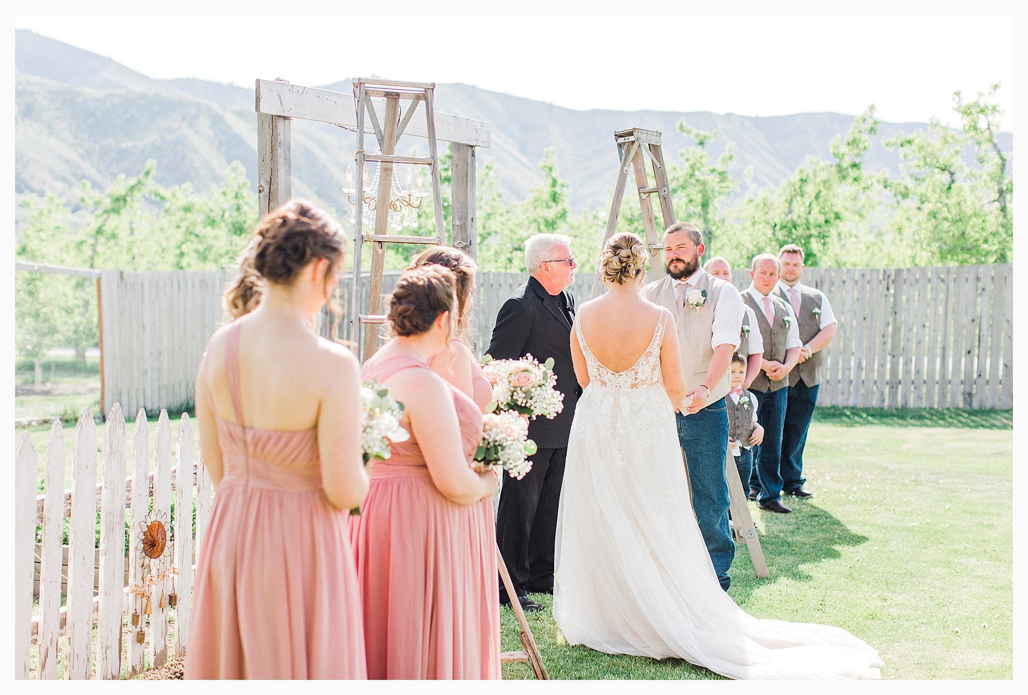Rustic barn wedding in Wenatchee Washington at Sunshine Ranch on Easy Street, Emma Rose Company Seattle PNW Light and Airy Wedding Photographer_0071.jpg