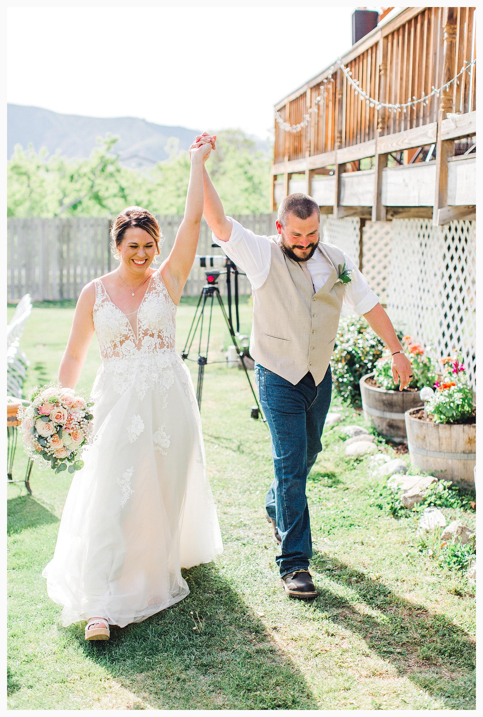 Rustic barn wedding in Wenatchee Washington at Sunshine Ranch on Easy Street, Emma Rose Company Seattle PNW Light and Airy Wedding Photographer_0069.jpg