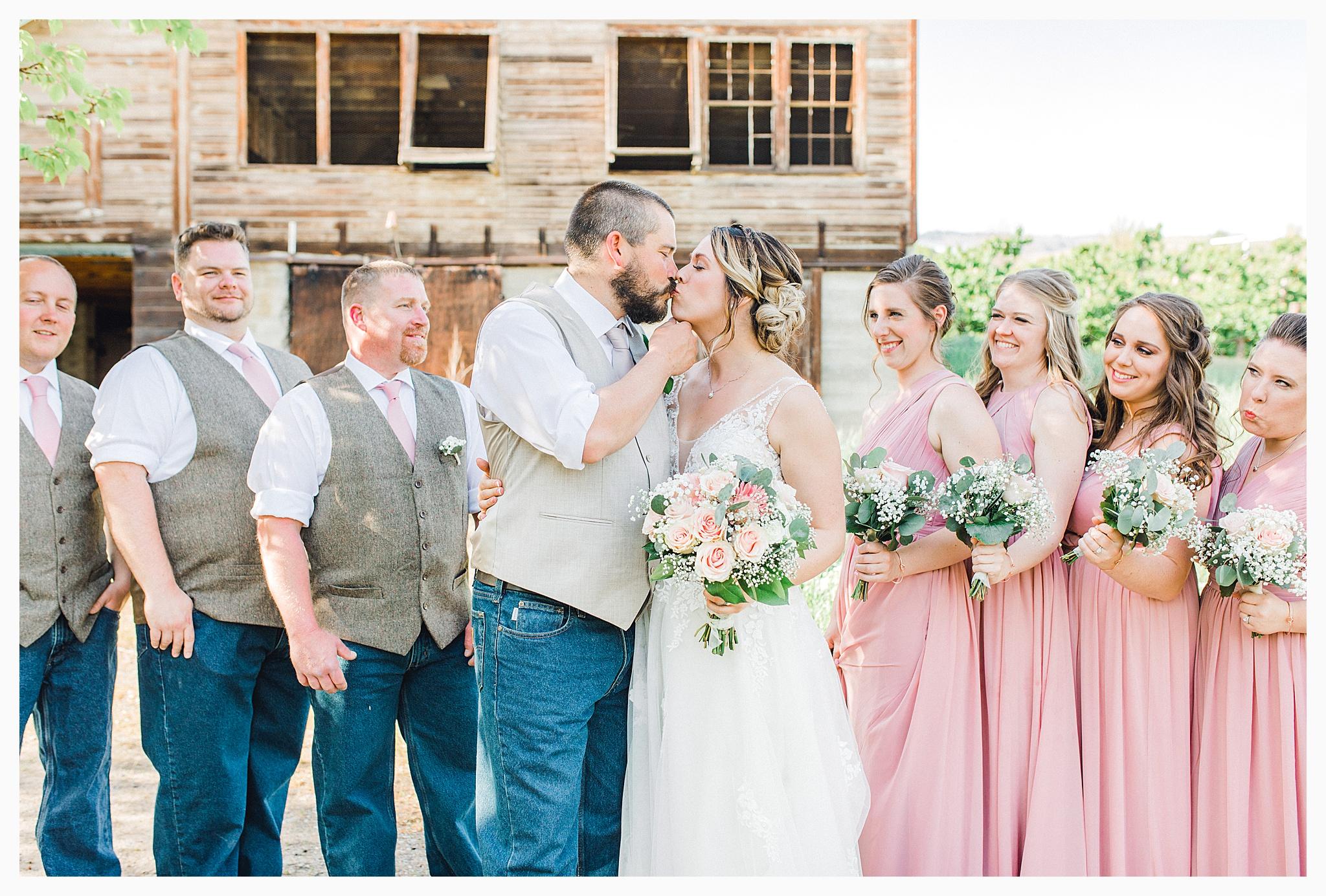 Rustic barn wedding in Wenatchee Washington at Sunshine Ranch on Easy Street, Emma Rose Company Seattle PNW Light and Airy Wedding Photographer_0083.jpg