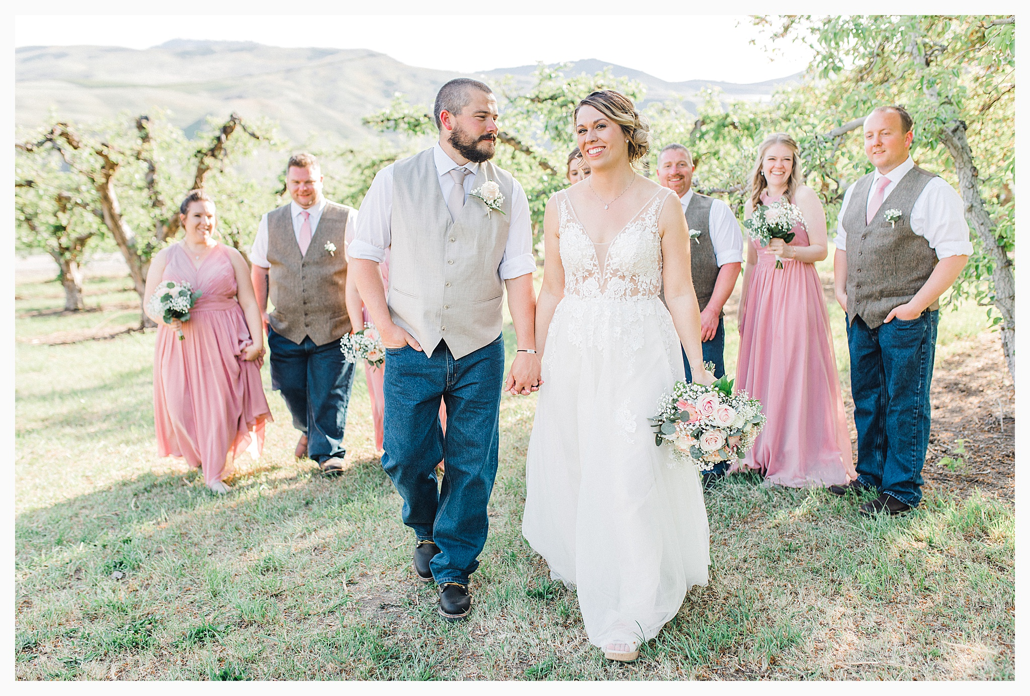Rustic barn wedding in Wenatchee Washington at Sunshine Ranch on Easy Street, Emma Rose Company Seattle PNW Light and Airy Wedding Photographer_0084.jpg