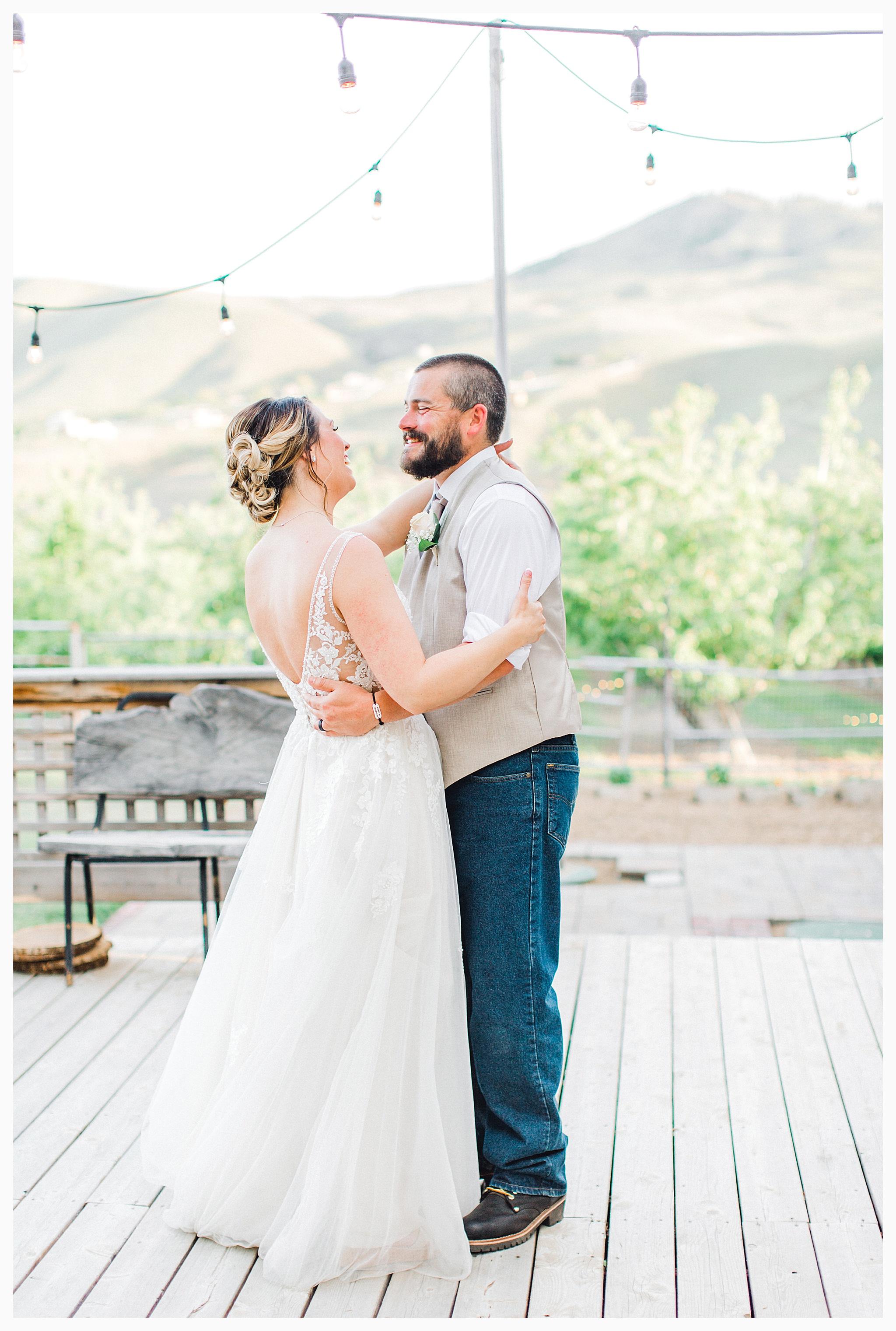 Rustic barn wedding in Wenatchee Washington at Sunshine Ranch on Easy Street, Emma Rose Company Seattle PNW Light and Airy Wedding Photographer_0103.jpg