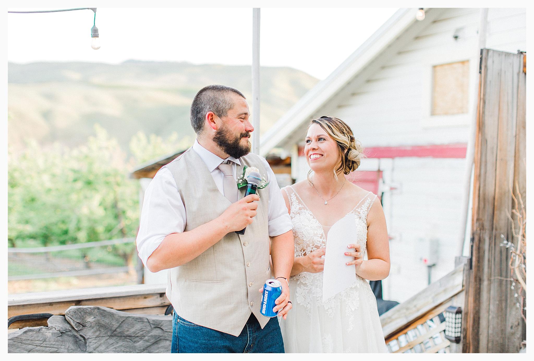 Rustic barn wedding in Wenatchee Washington at Sunshine Ranch on Easy Street, Emma Rose Company Seattle PNW Light and Airy Wedding Photographer_0108.jpg