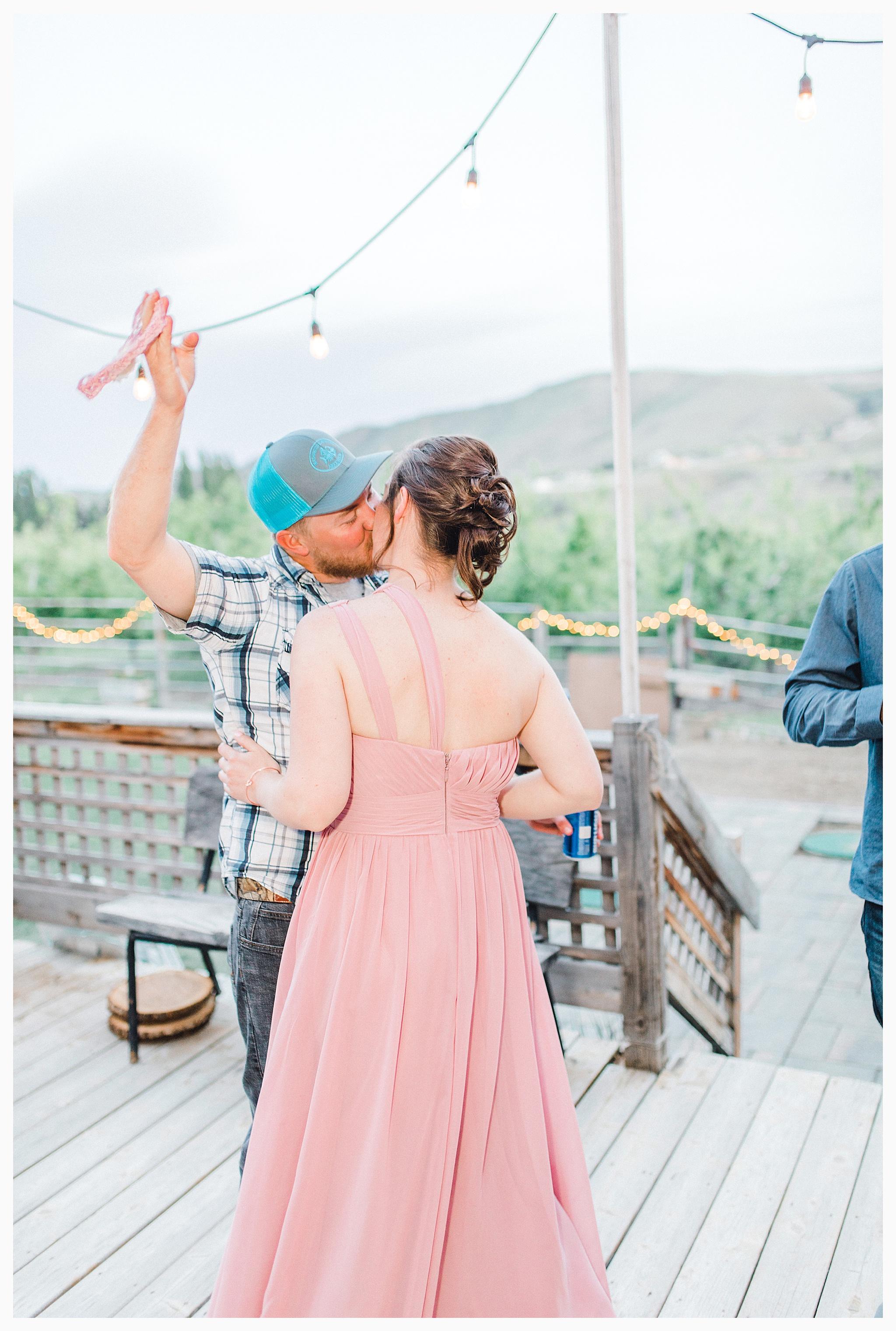 Rustic barn wedding in Wenatchee Washington at Sunshine Ranch on Easy Street, Emma Rose Company Seattle PNW Light and Airy Wedding Photographer_0117.jpg