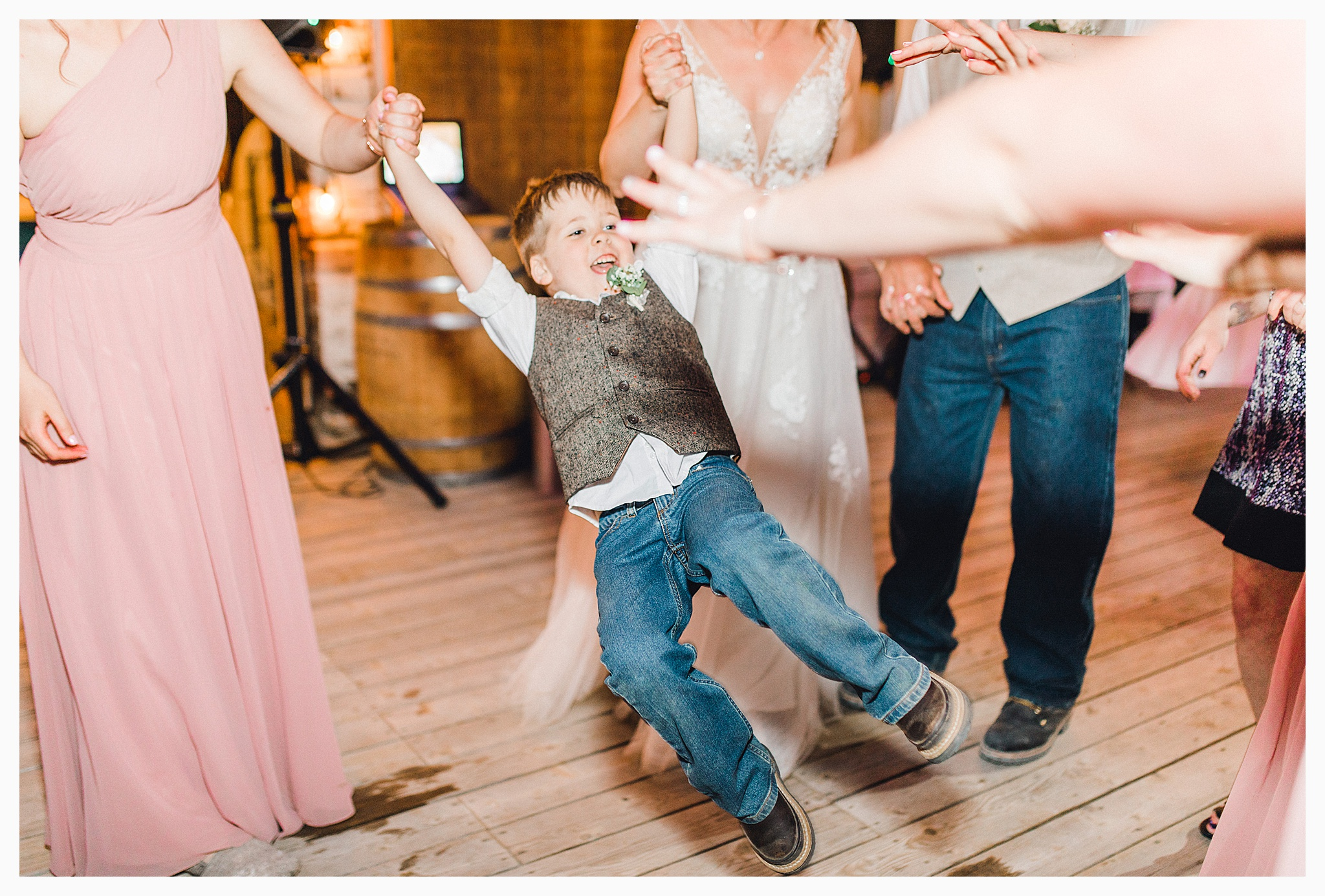 Rustic barn wedding in Wenatchee Washington at Sunshine Ranch on Easy Street, Emma Rose Company Seattle PNW Light and Airy Wedding Photographer_0120.jpg