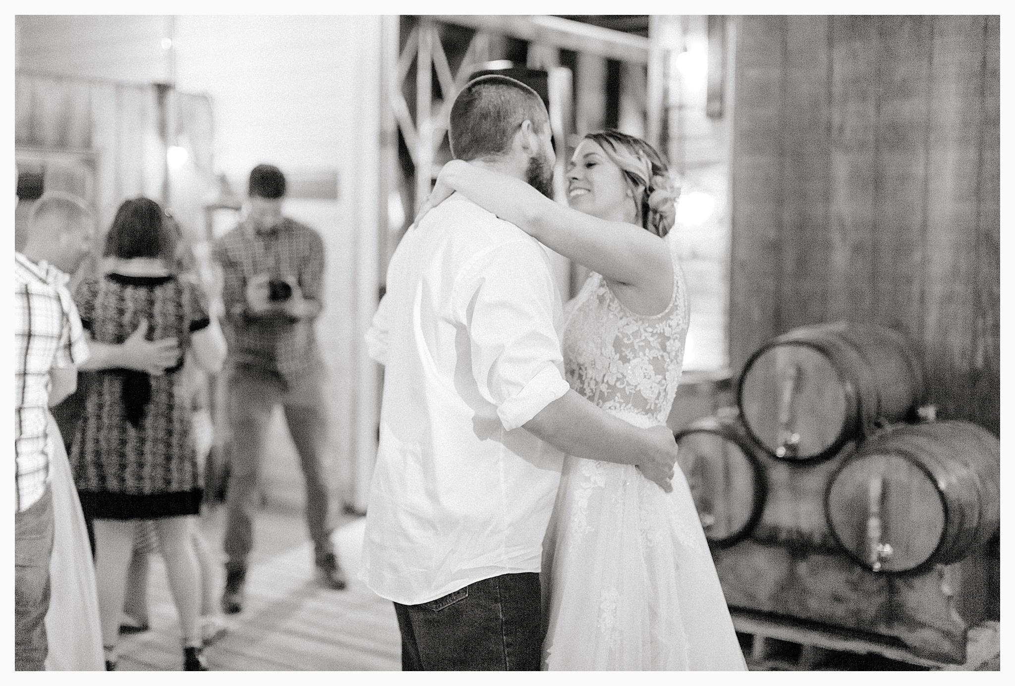 Rustic barn wedding in Wenatchee Washington at Sunshine Ranch on Easy Street, Emma Rose Company Seattle PNW Light and Airy Wedding Photographer_0122.jpg