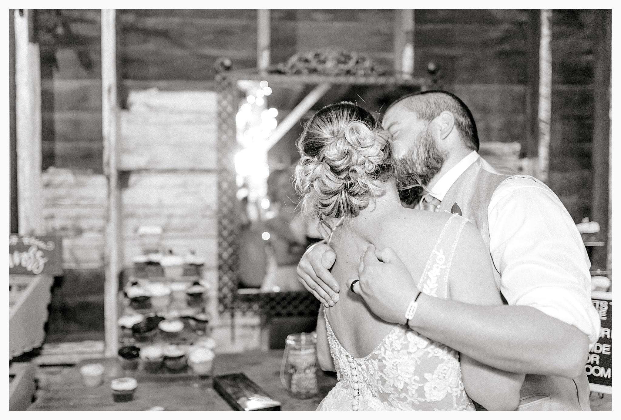 Rustic barn wedding in Wenatchee Washington at Sunshine Ranch on Easy Street, Emma Rose Company Seattle PNW Light and Airy Wedding Photographer_0127.jpg