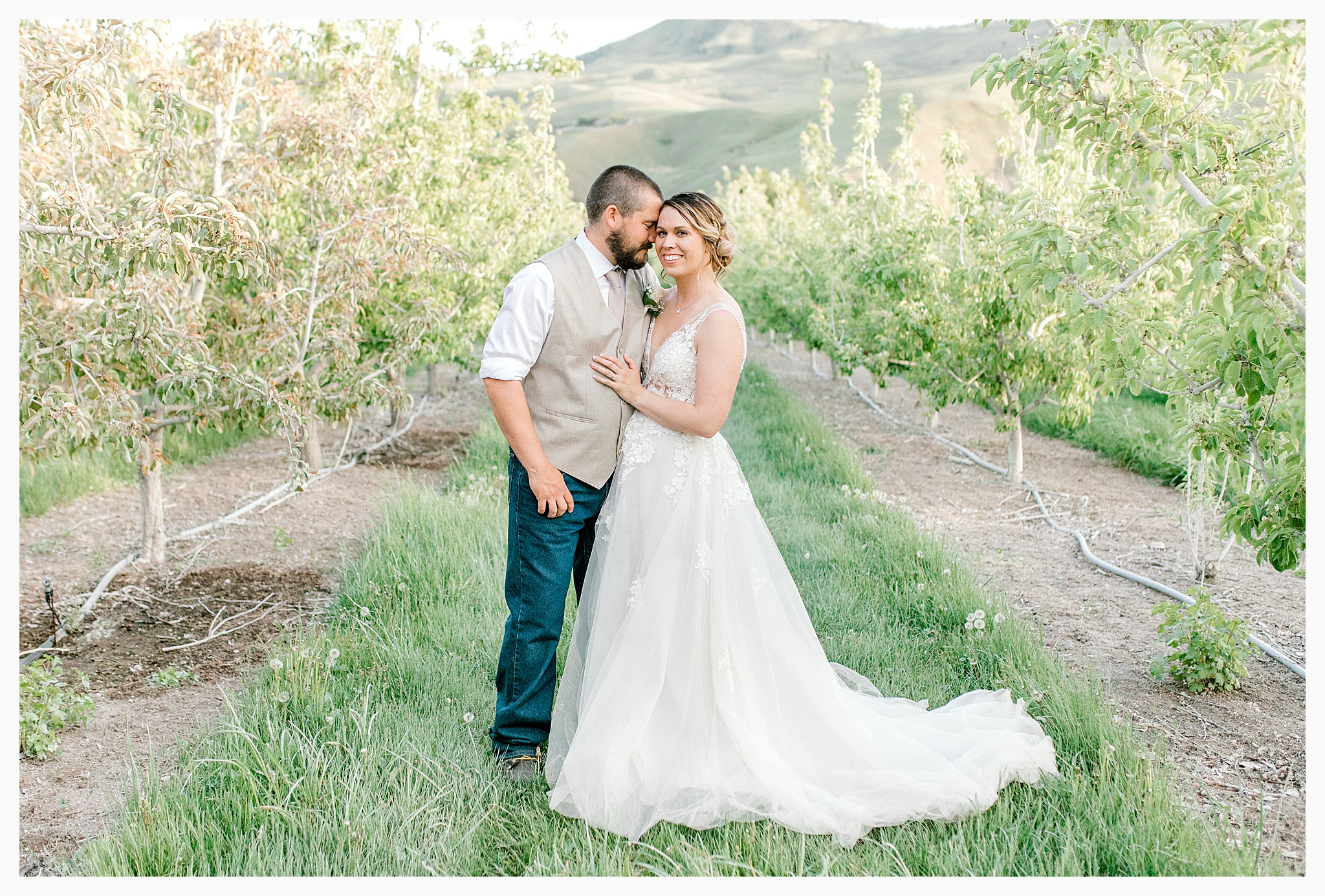 Rustic barn wedding in Wenatchee Washington at Sunshine Ranch on Easy Street, Emma Rose Company Seattle PNW Light and Airy Wedding Photographer_0132.jpg