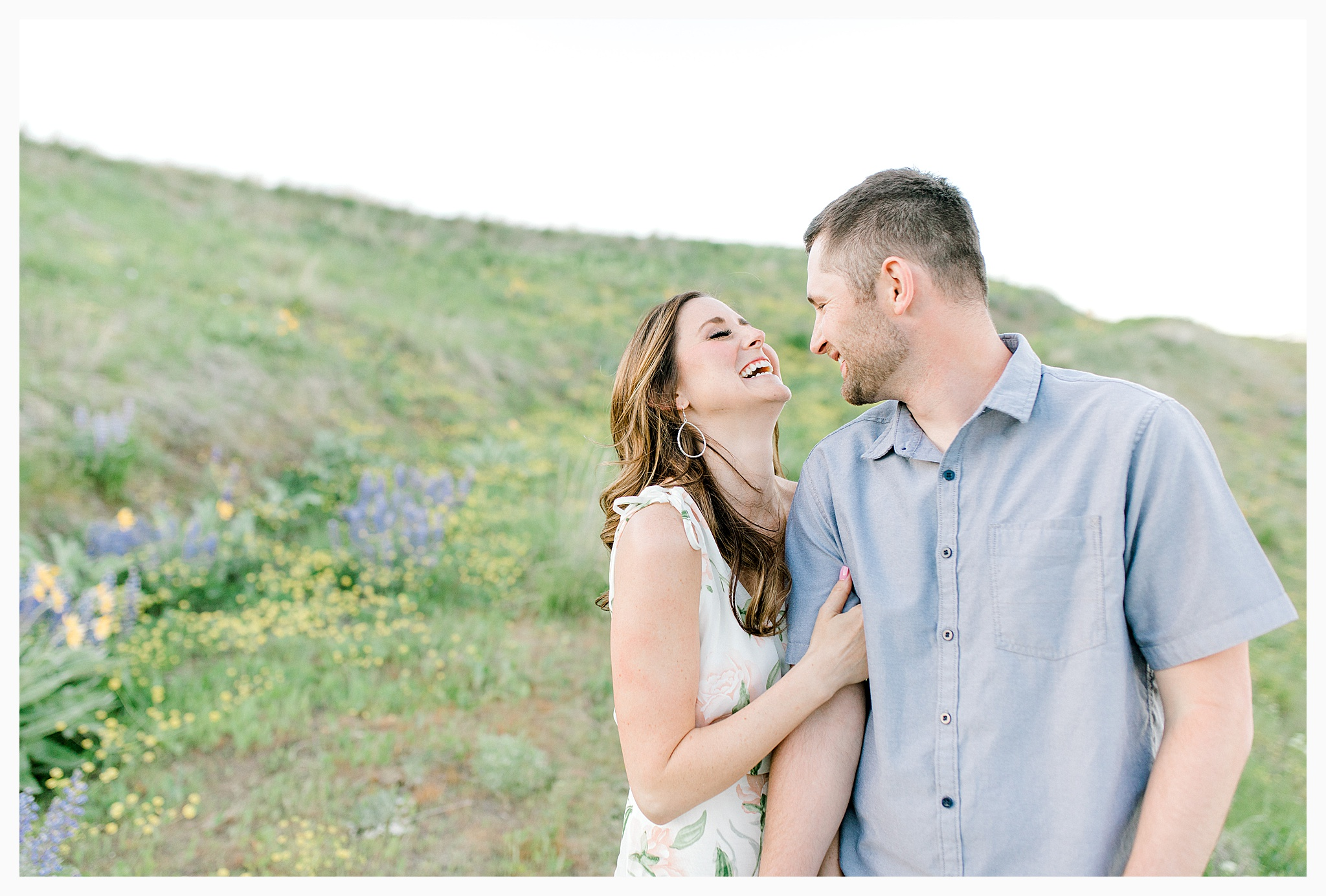 Engagement session amongst the wildflowers in Wenatchee, Washington | Engagement Session Outfit Inspiration for Wedding Photography with Emma Rose Company | Light and Airy PNW Photographer, Seattle Bride_0005.jpg