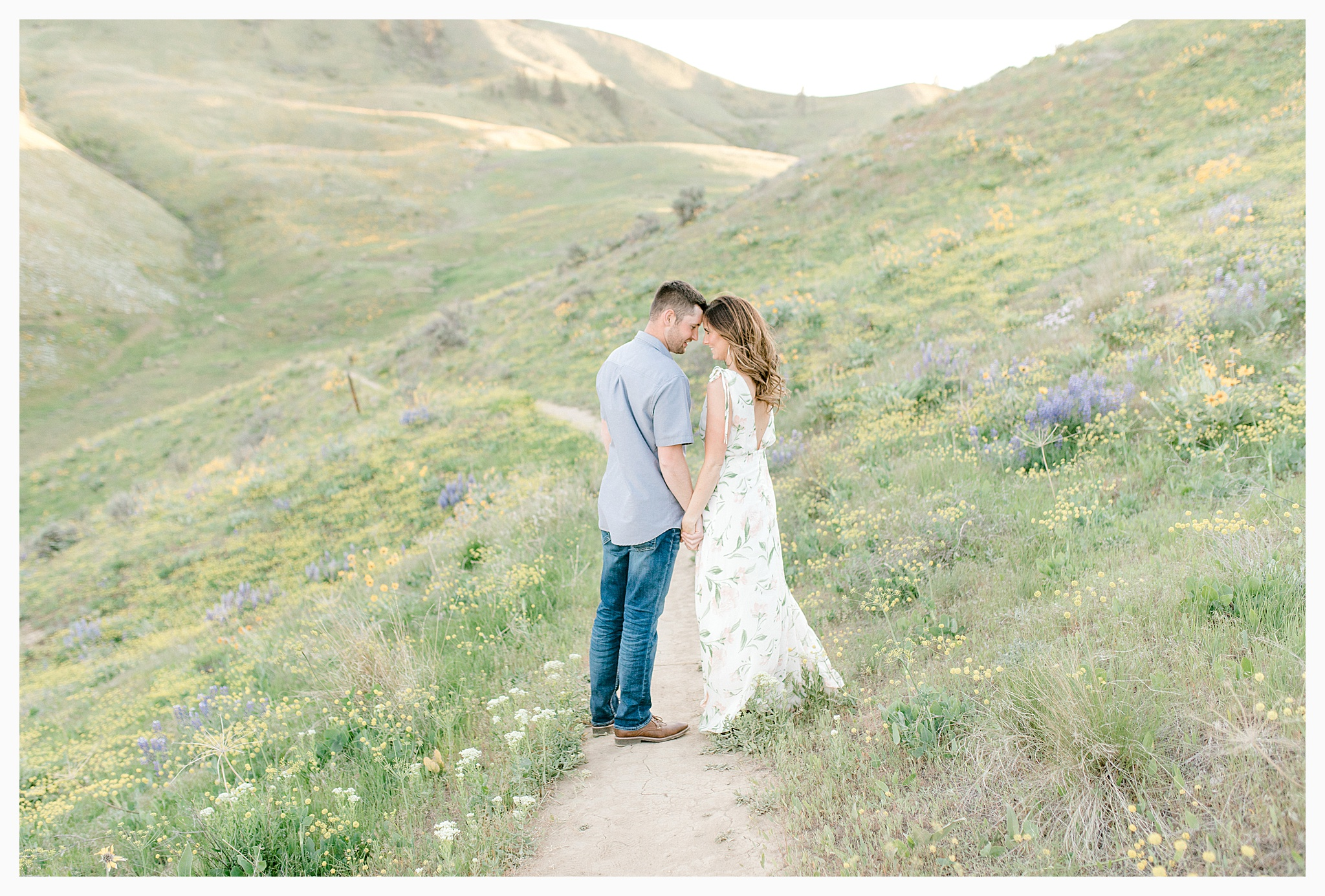 Engagement session amongst the wildflowers in Wenatchee, Washington | Engagement Session Outfit Inspiration for Wedding Photography with Emma Rose Company | Light and Airy PNW Photographer, Seattle Bride_0019.jpg