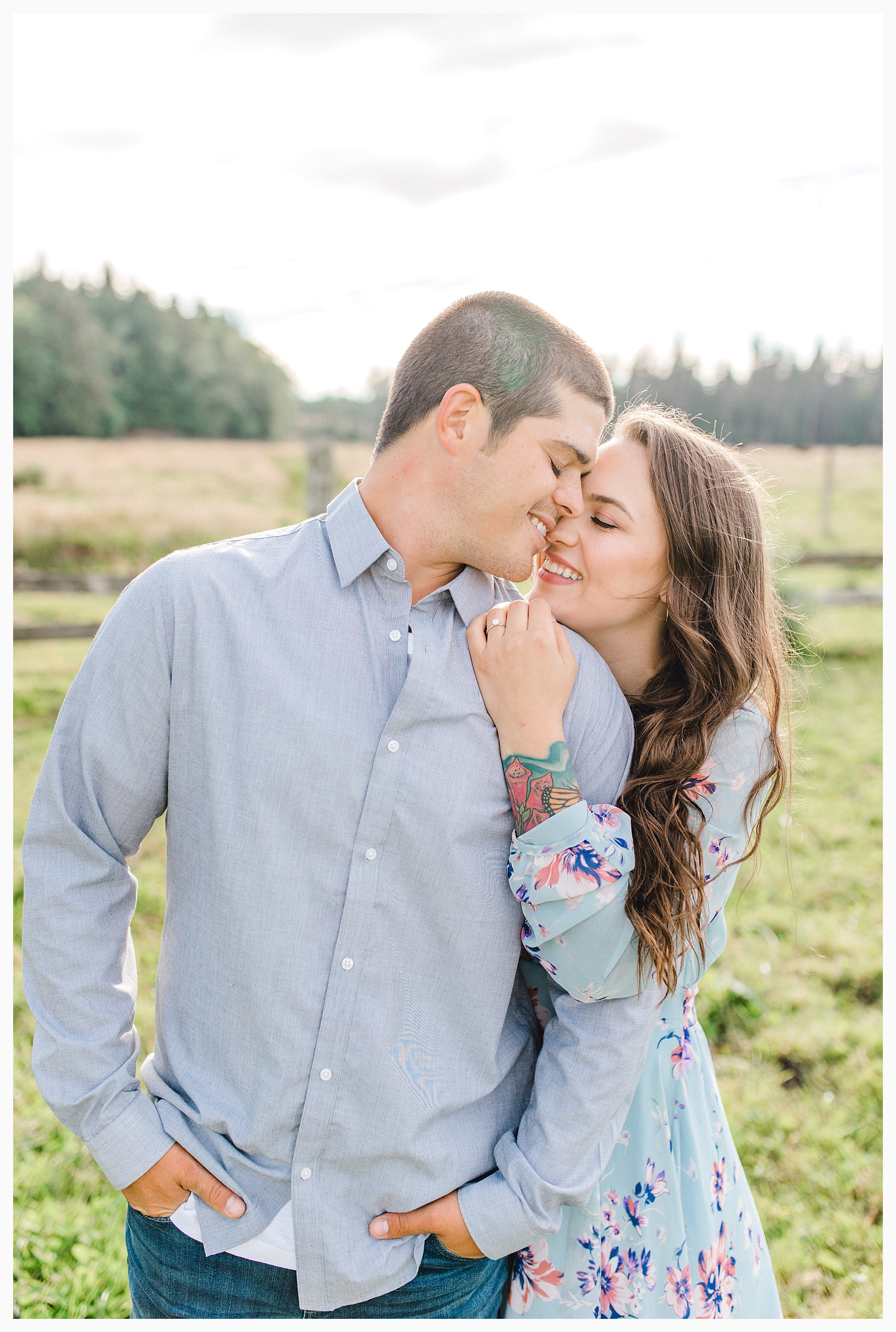 Beautiful evening engagement session on Rose Ranch, Emma Rose Company Seattle and Portland light and airy wedding and portrait photography, what to wear for pictures_0020.jpg