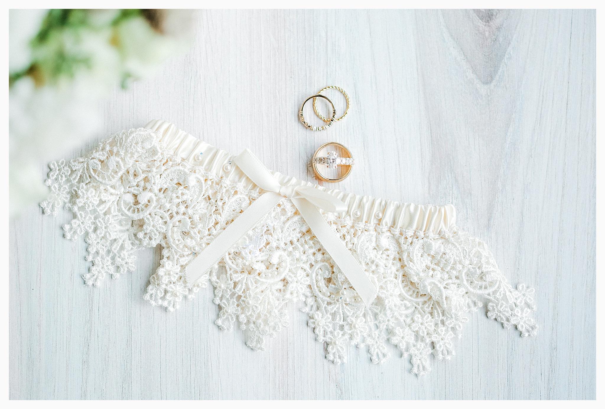 Emma Rose Company Light and Airy Wedding Photographer, Beautiful fall wedding at Rock Creek Gardens Venue in Puyallup, Washington._0008.jpg