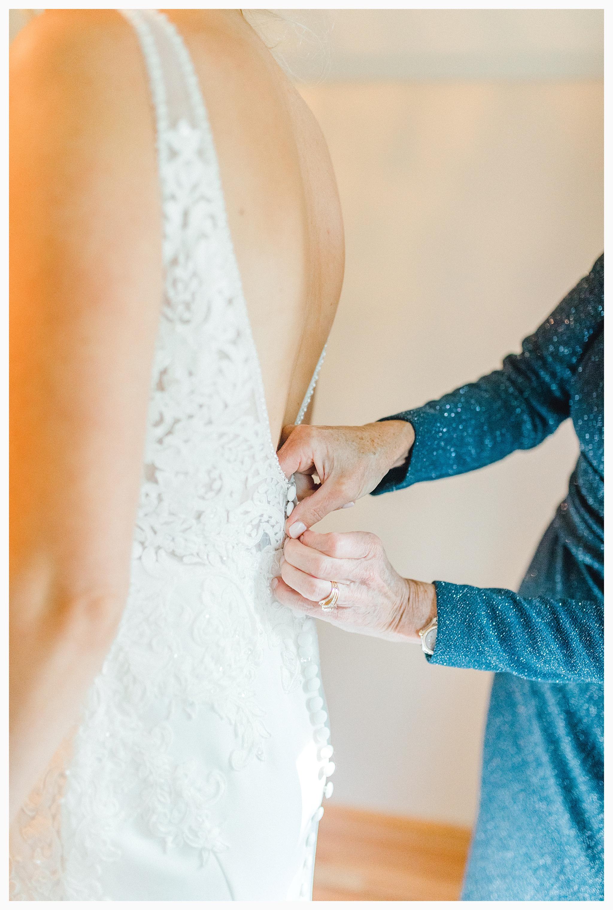 Emma Rose Company Light and Airy Wedding Photographer, Beautiful fall wedding at Rock Creek Gardens Venue in Puyallup, Washington._0013.jpg
