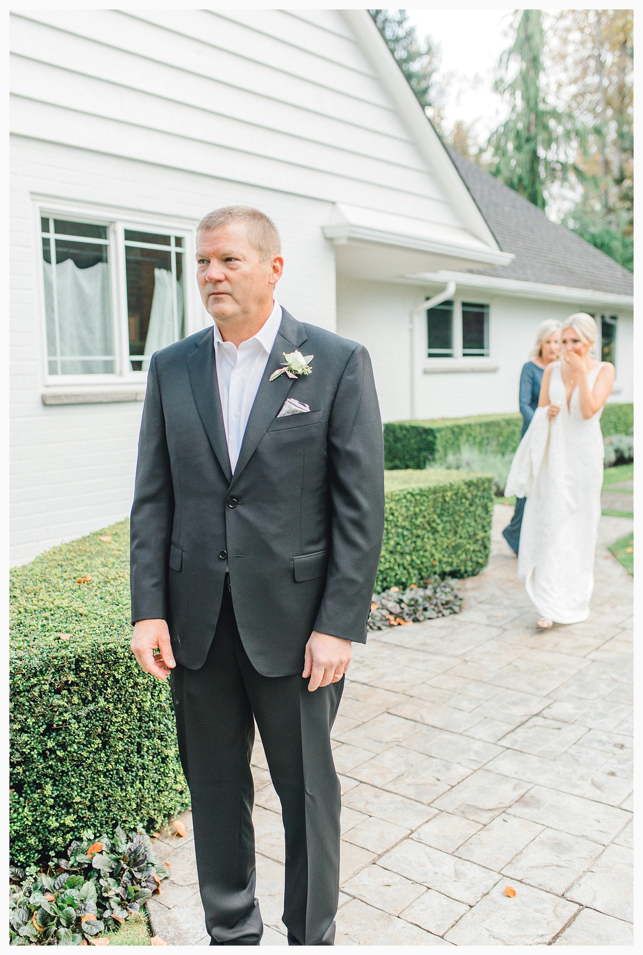 Emma Rose Company Light and Airy Wedding Photographer, Beautiful fall wedding at Rock Creek Gardens Venue in Puyallup, Washington._0018.jpg