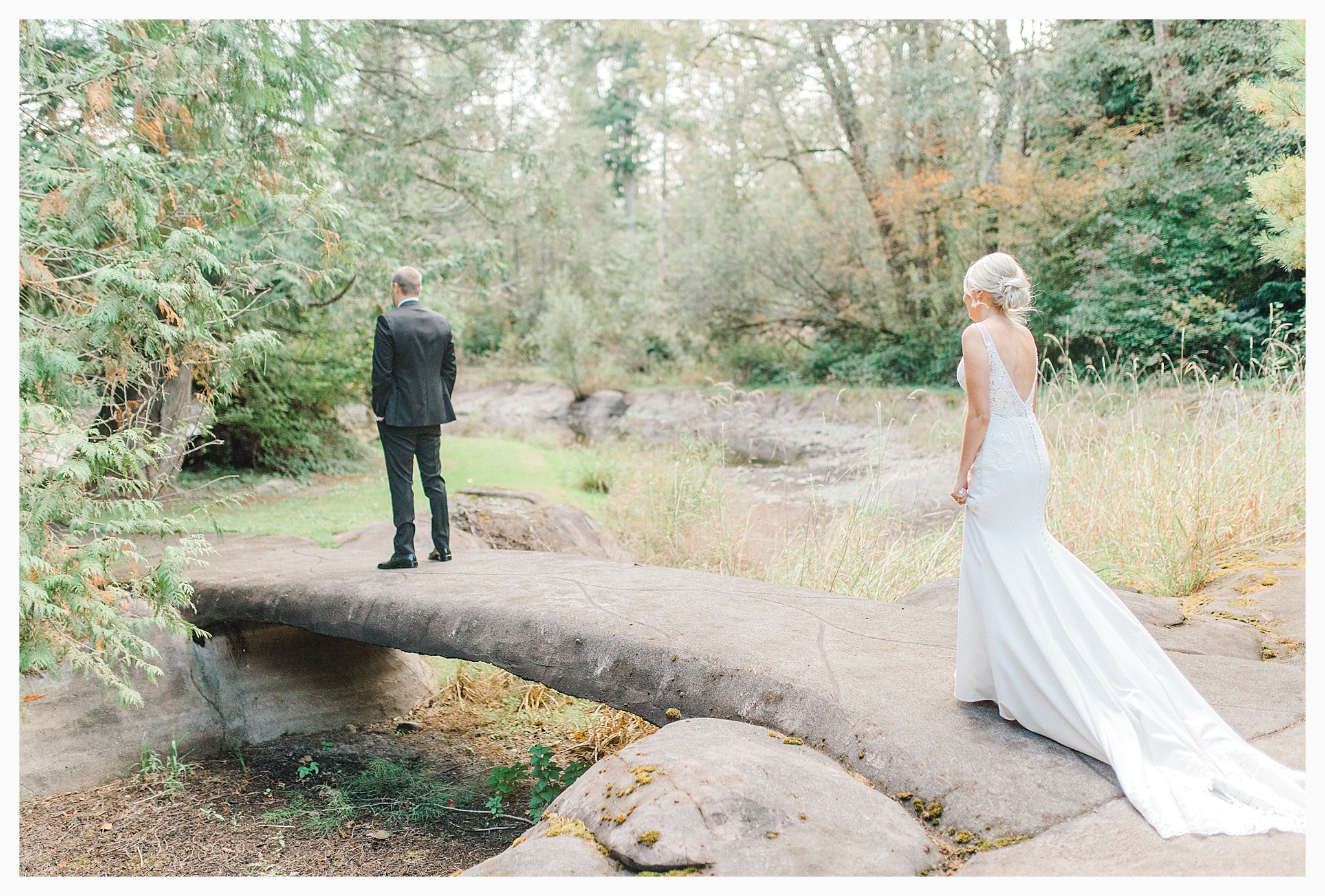 Emma Rose Company Light and Airy Wedding Photographer, Beautiful fall wedding at Rock Creek Gardens Venue in Puyallup, Washington._0022.jpg