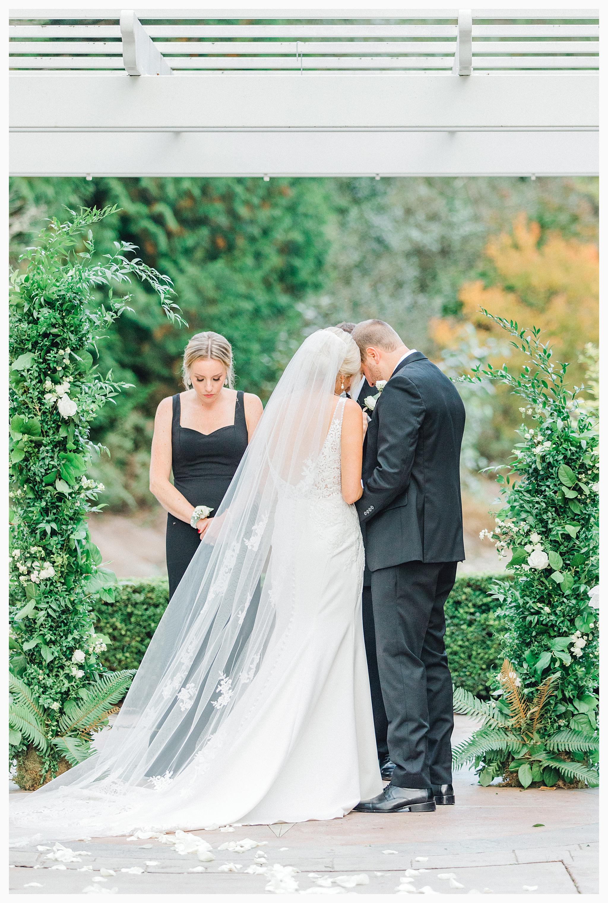 Emma Rose Company Light and Airy Wedding Photographer, Beautiful fall wedding at Rock Creek Gardens Venue in Puyallup, Washington._0077.jpg