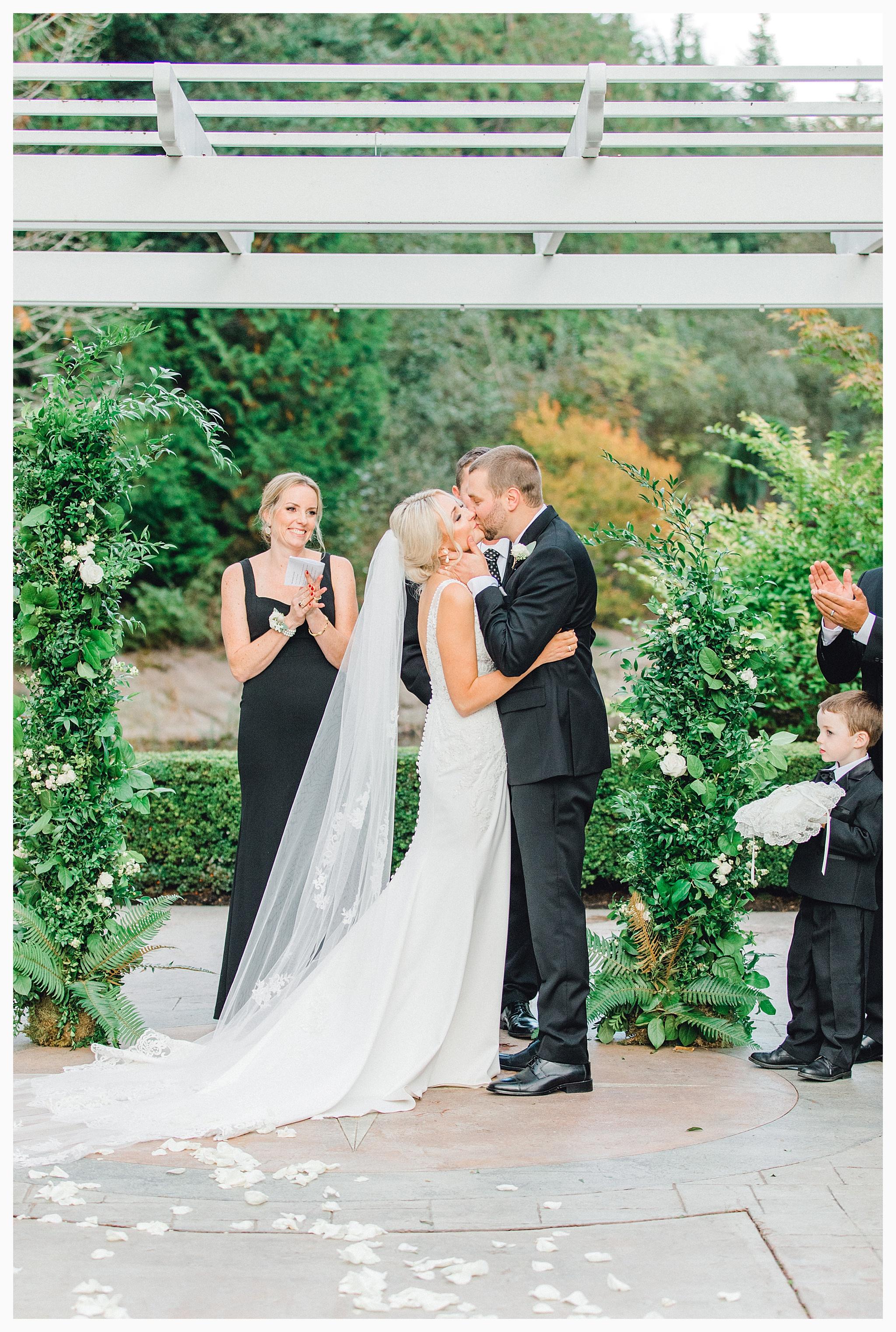 Emma Rose Company Light and Airy Wedding Photographer, Beautiful fall wedding at Rock Creek Gardens Venue in Puyallup, Washington._0079.jpg