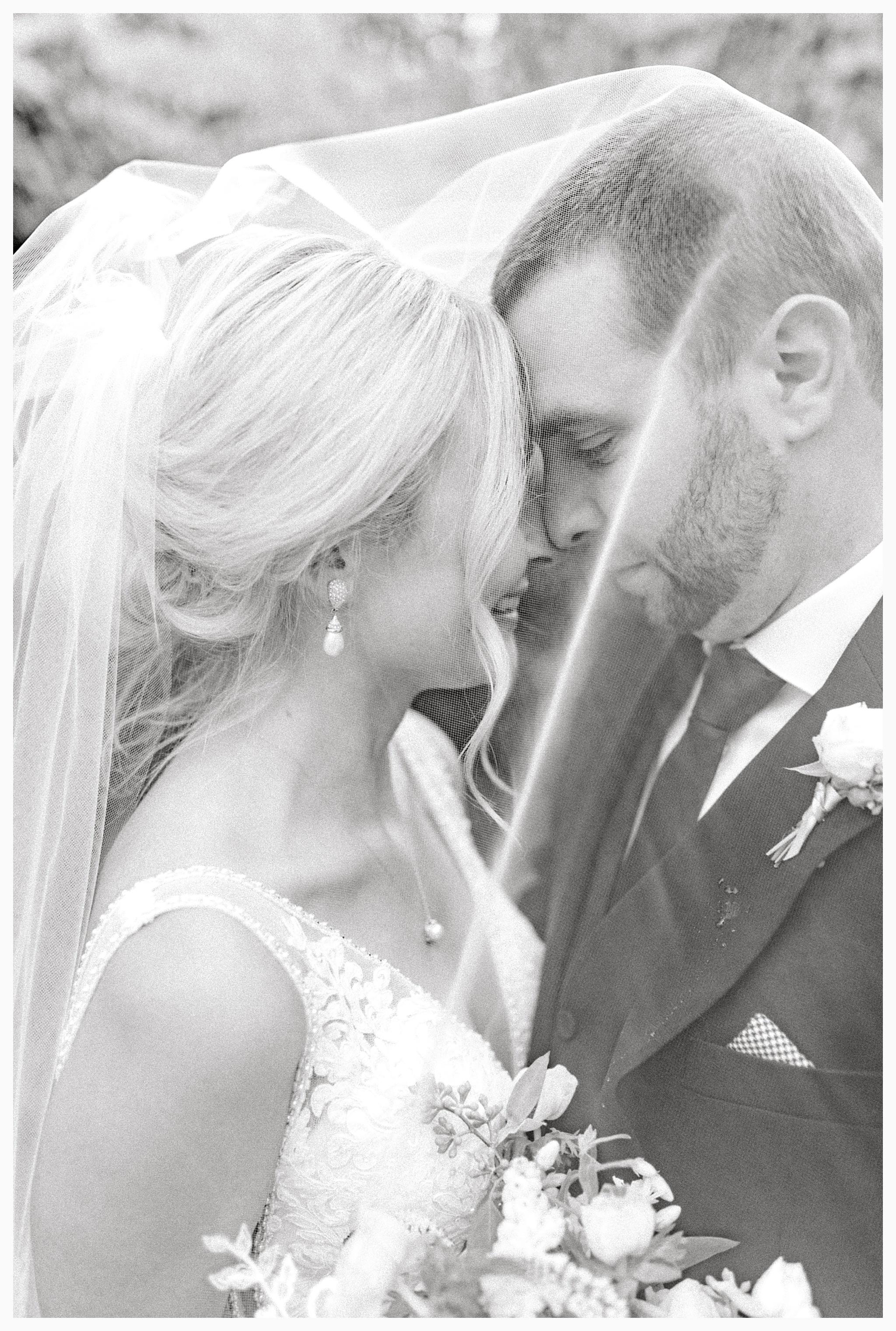 Emma Rose Company Light and Airy Wedding Photographer, Beautiful fall wedding at Rock Creek Gardens Venue in Puyallup, Washington._0083.jpg