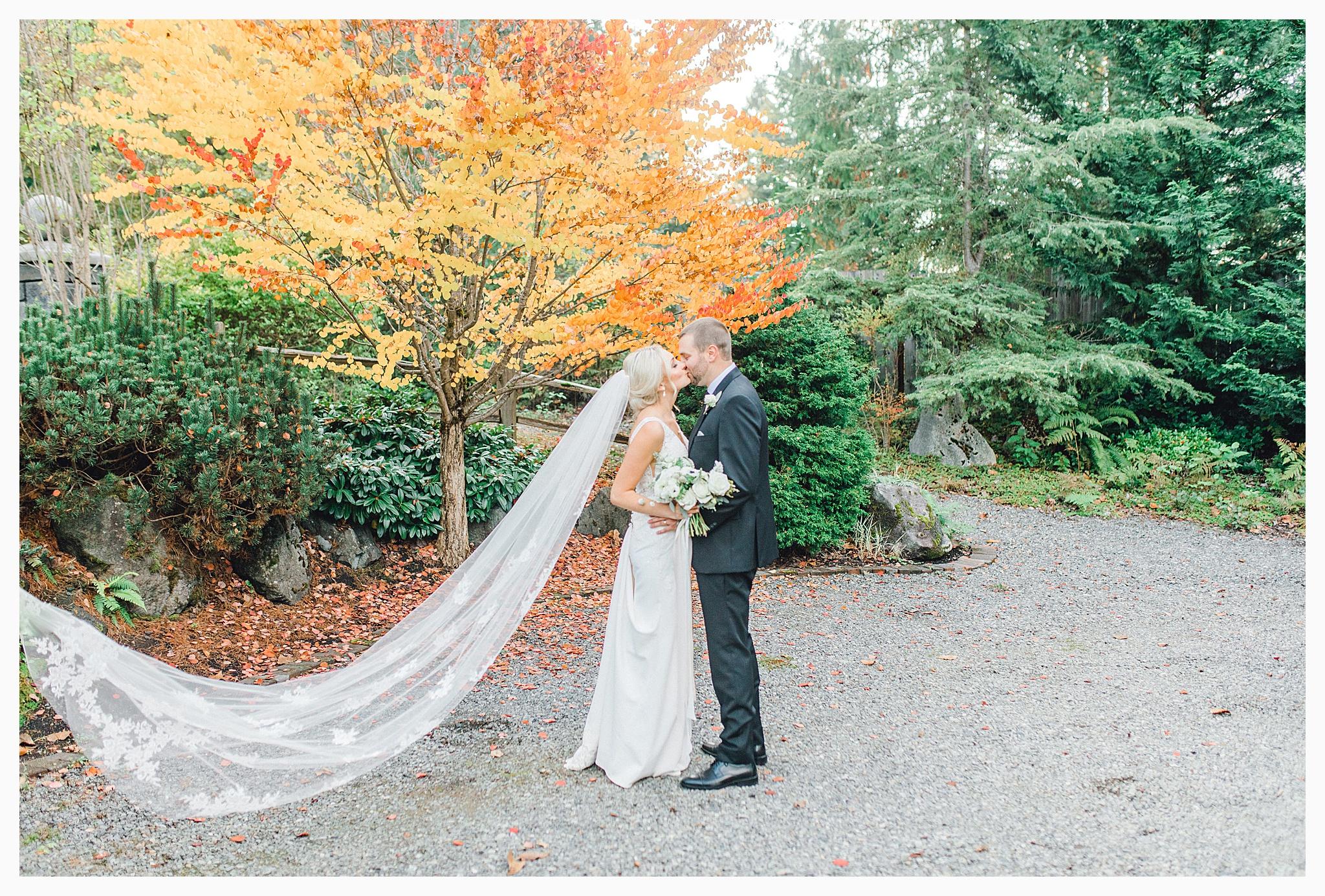 Emma Rose Company Light and Airy Wedding Photographer, Beautiful fall wedding at Rock Creek Gardens Venue in Puyallup, Washington._0084.jpg