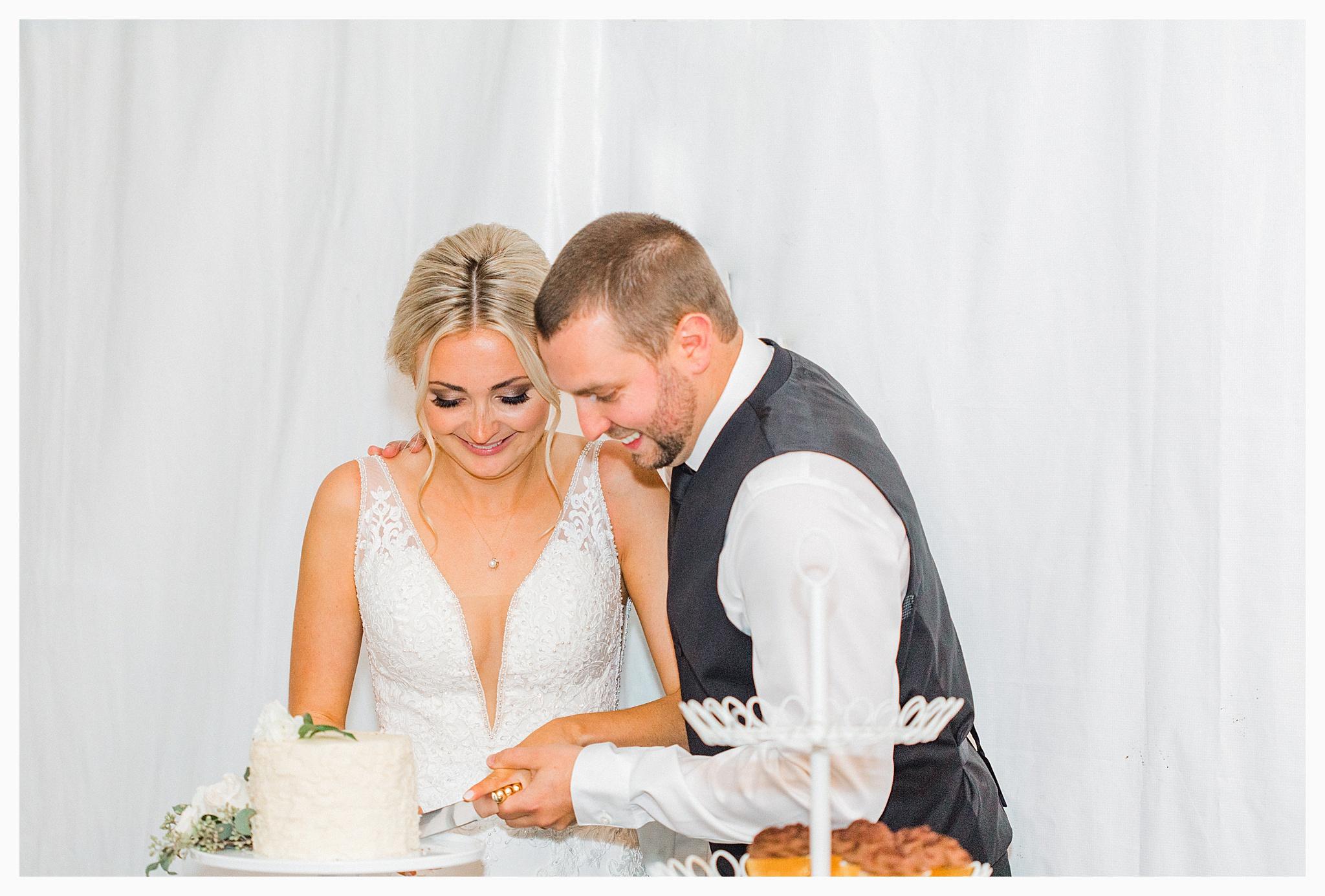 Emma Rose Company Light and Airy Wedding Photographer, Beautiful fall wedding at Rock Creek Gardens Venue in Puyallup, Washington._0103.jpg