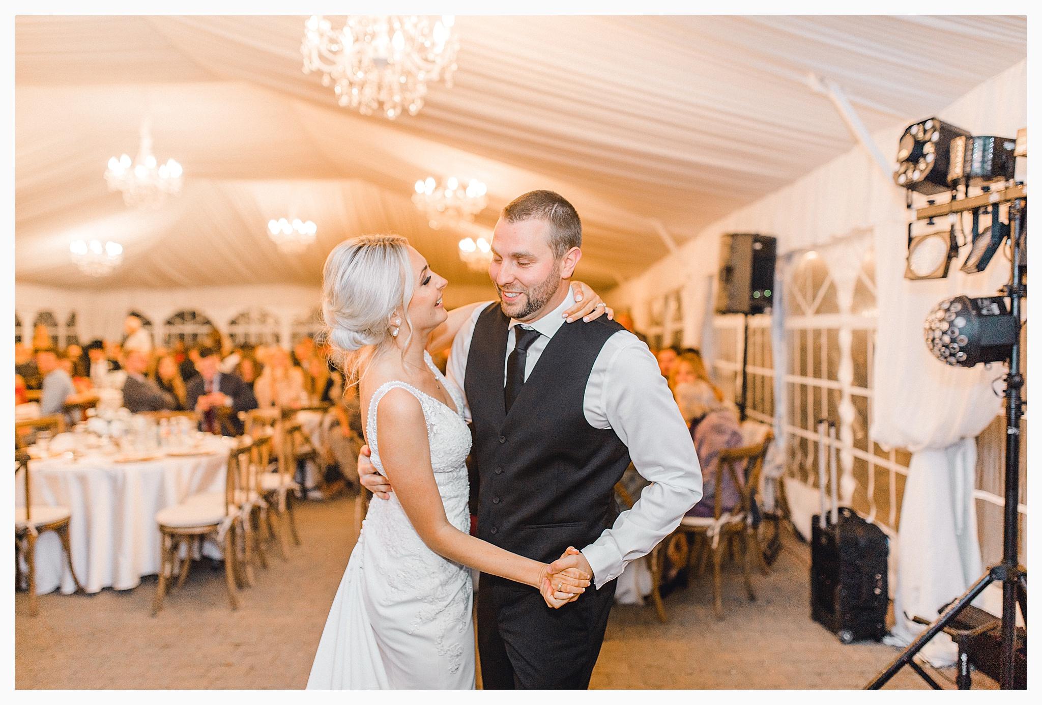 Emma Rose Company Light and Airy Wedding Photographer, Beautiful fall wedding at Rock Creek Gardens Venue in Puyallup, Washington._0107.jpg