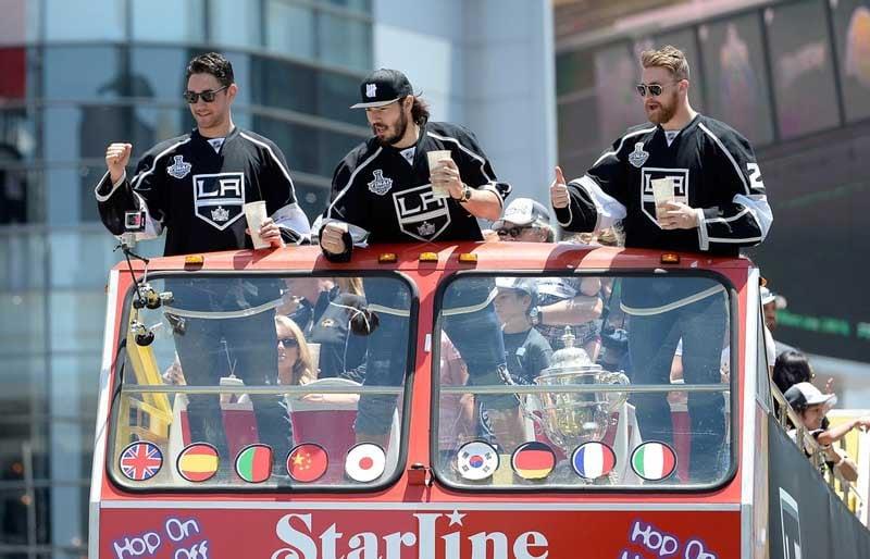 los-angeles-kings-victory-parade-20140616-200304-466.jpg