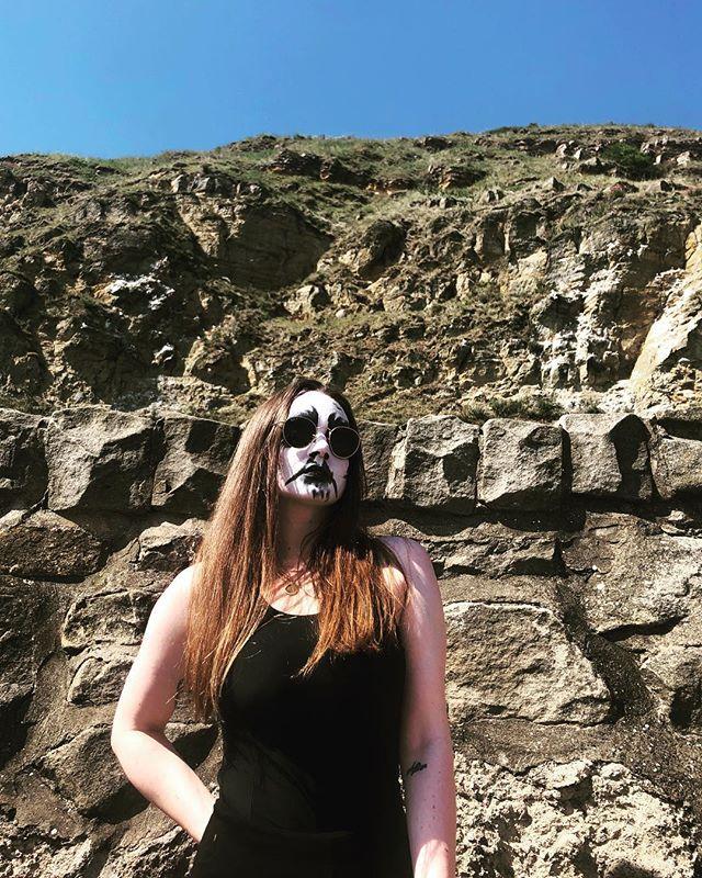 It's hot  I am glad corpsepaint is spf 666 🖤🖤🖤 . . . . . #corpsepaint #mountains #blackmetal #metalheadgirl #summertime