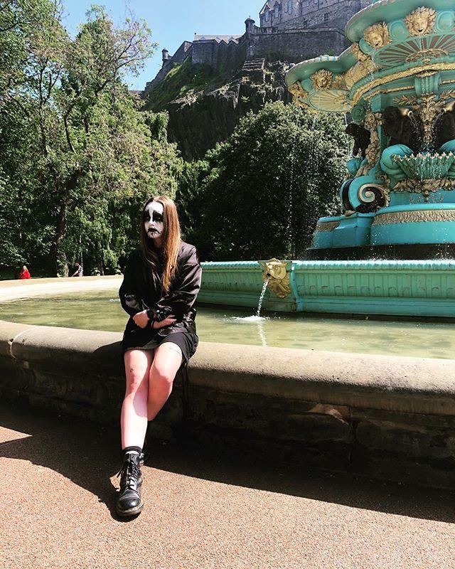 Having a really nice time at the park. 🖤🖤🖤 . . . . . #corpsepaint #fountains #blackmetal #metalheadgirl #parklife