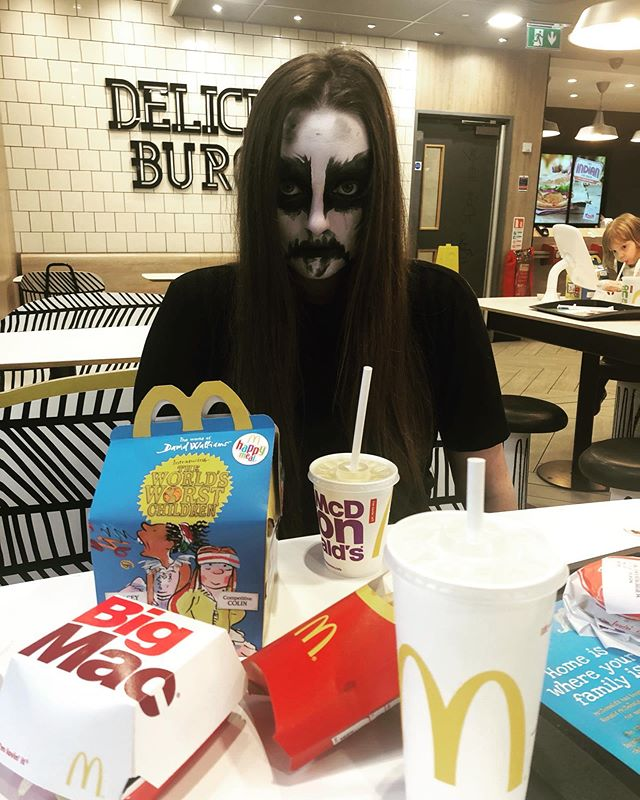 Trve Happy Meal 🖤🖤🖤 More kvlt than Ventements . . . . . . #corpsepaint #mcdonalds #blackmetal #metalheadgirl #happymeal