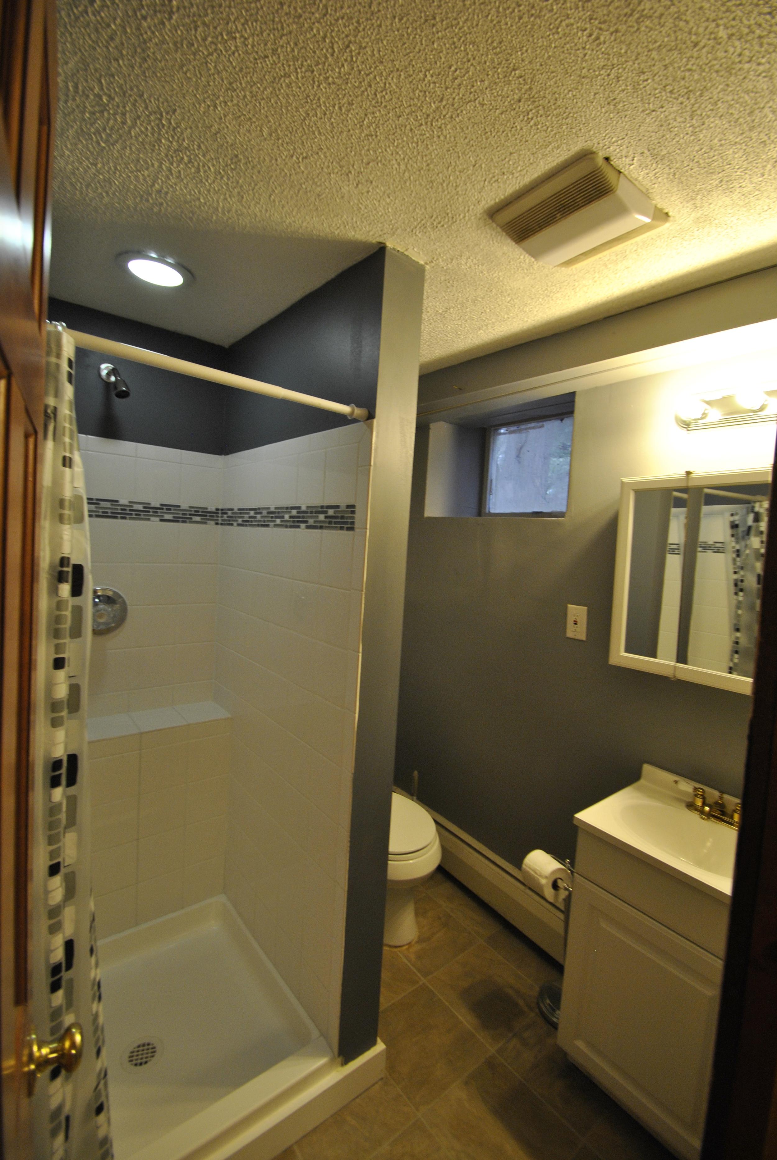 1st Fl Bathroom (2).JPG