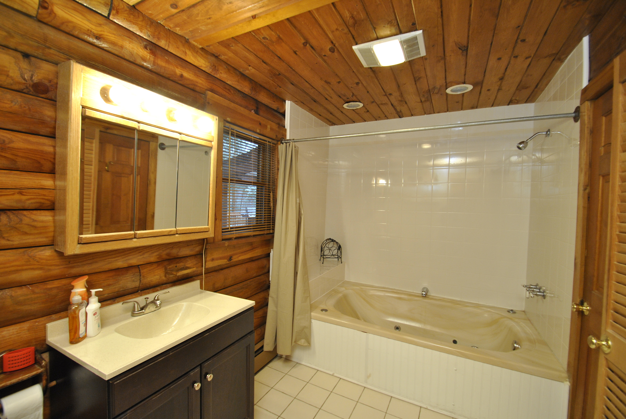 2nd Fl Bathtub.JPG