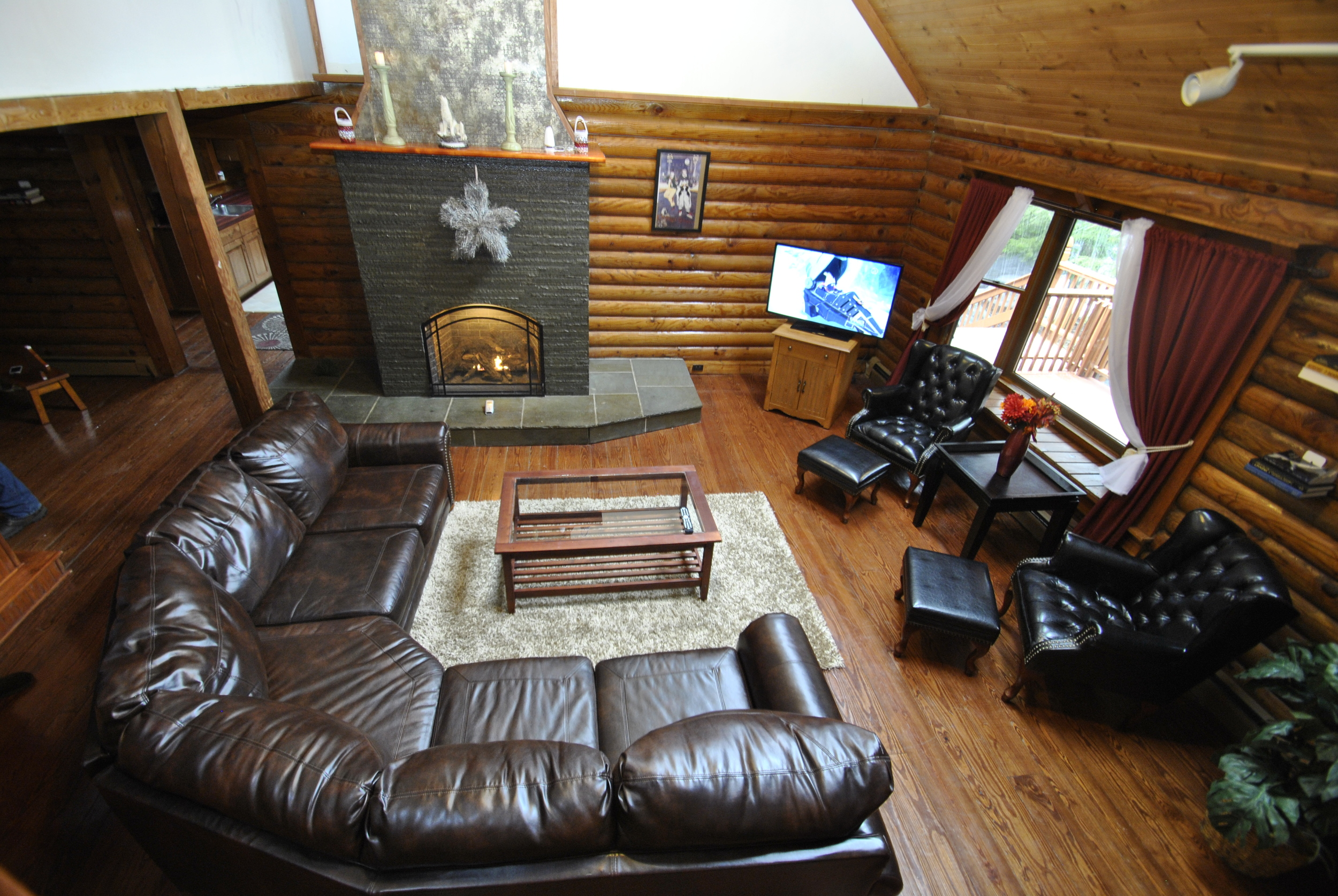Lodge Living Room (3).JPG