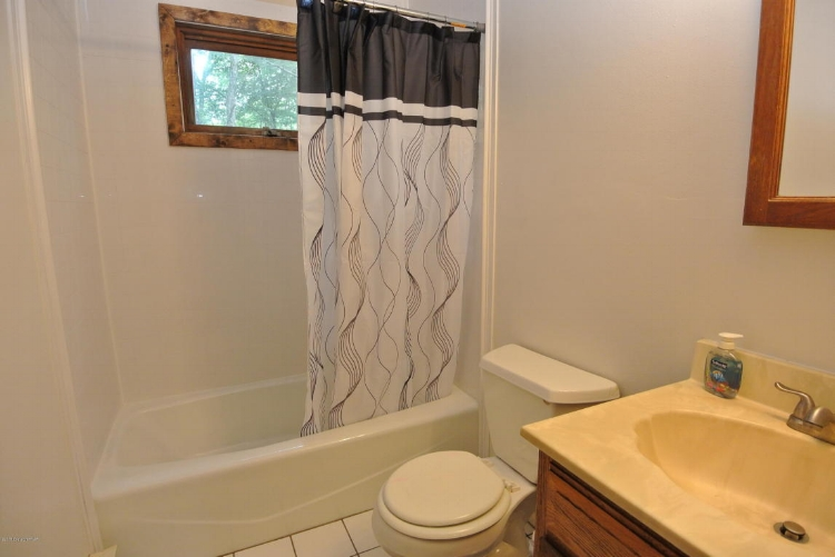 bathroom3.jpg