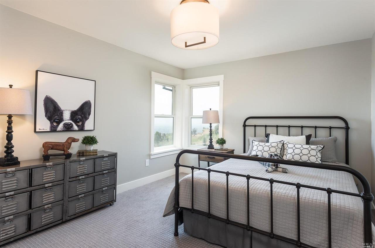 BEDROOM2-UPSTAIRS.jpg